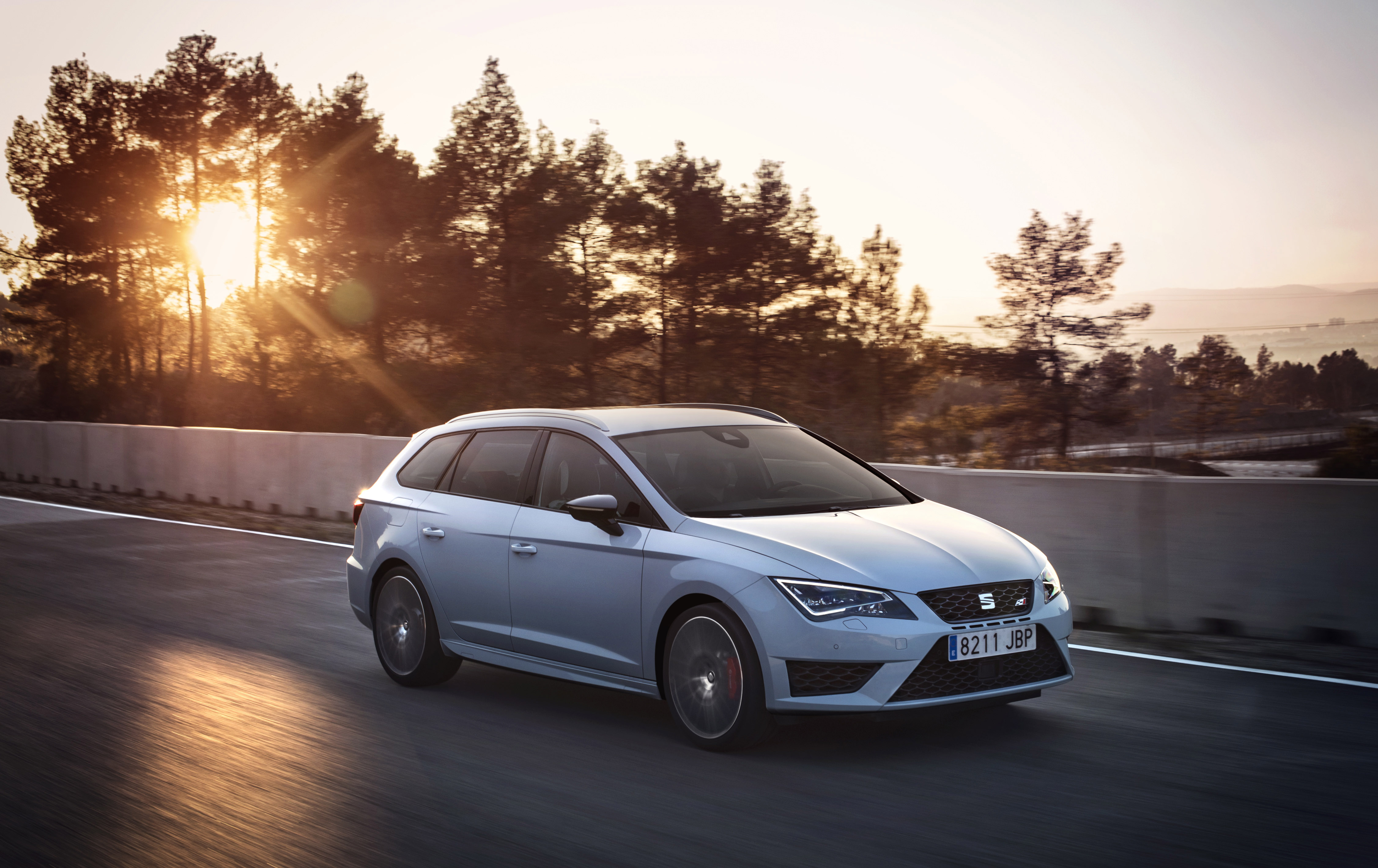 seat premieres leon st cupra 280 w rthersee. Black Bedroom Furniture Sets. Home Design Ideas