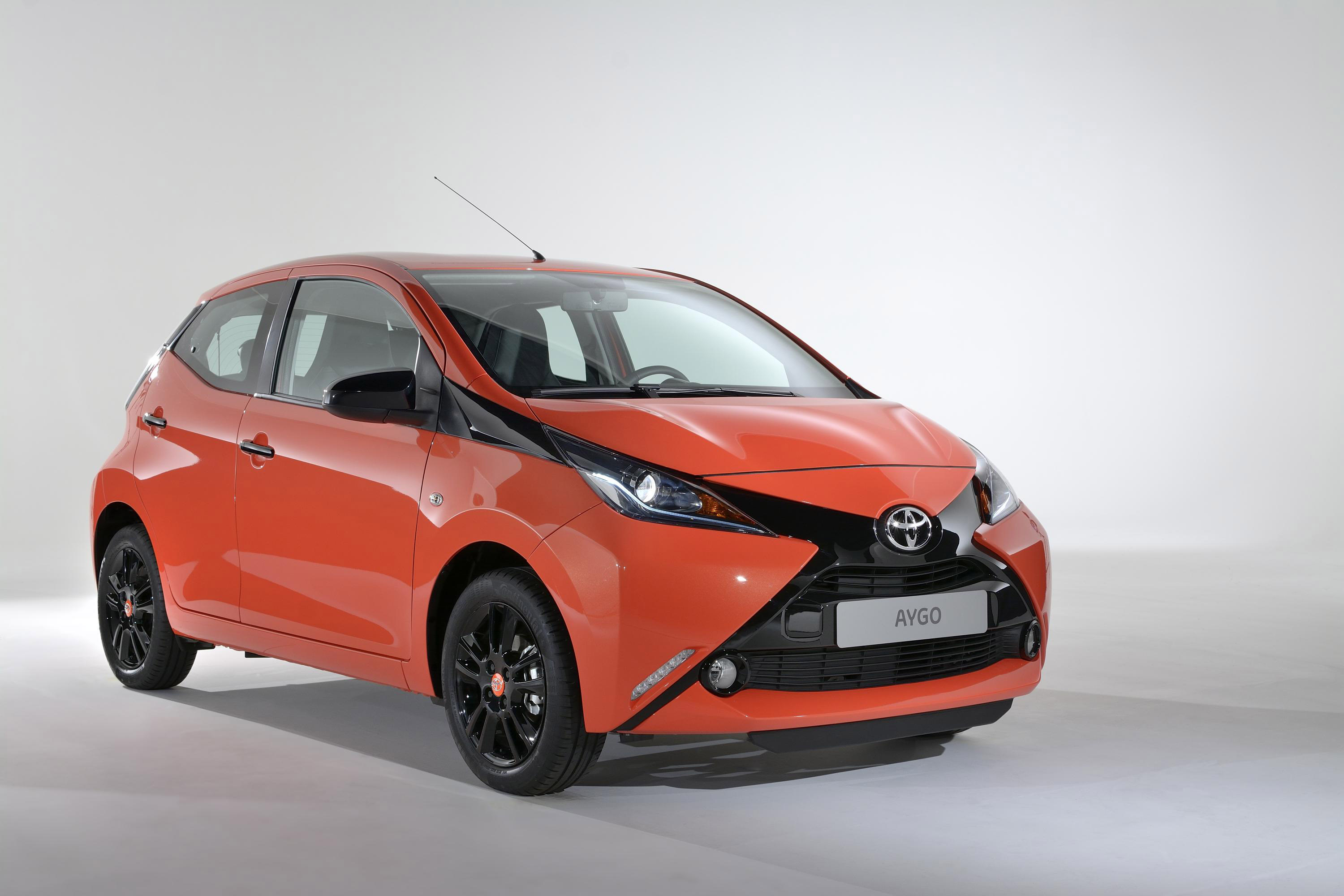 toyota upgrades 2015 aygo range. Black Bedroom Furniture Sets. Home Design Ideas
