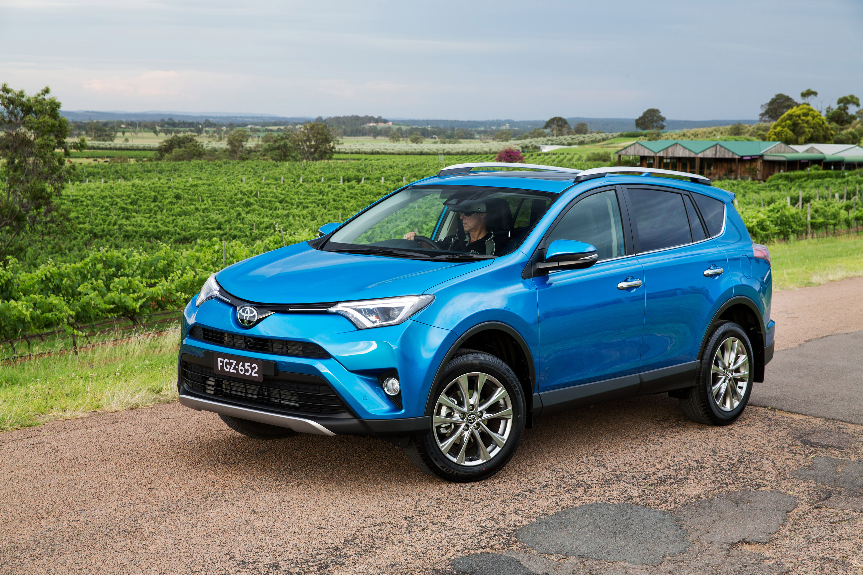 Toyota Introduces Rav4 Facelift For My2015