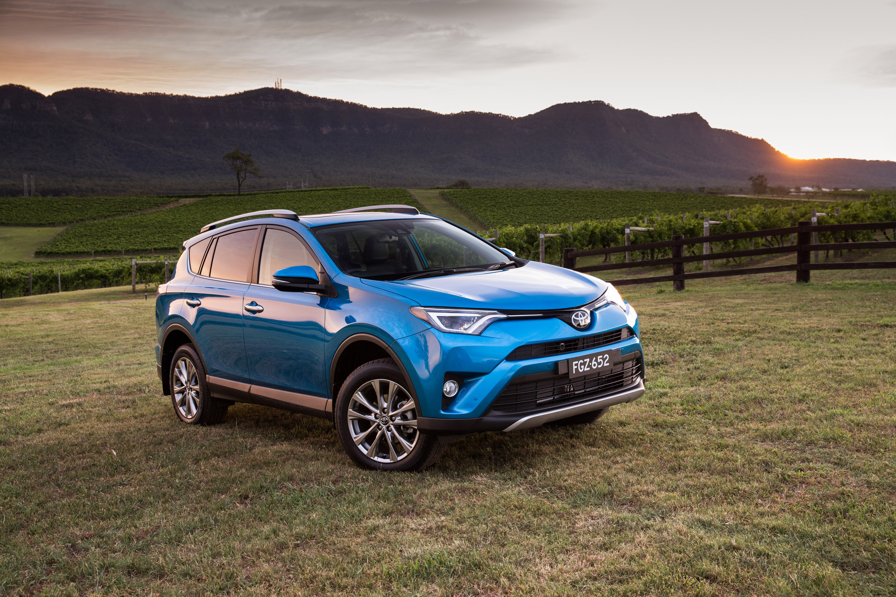 2015 toyota rav4 arrives in uk. Black Bedroom Furniture Sets. Home Design Ideas