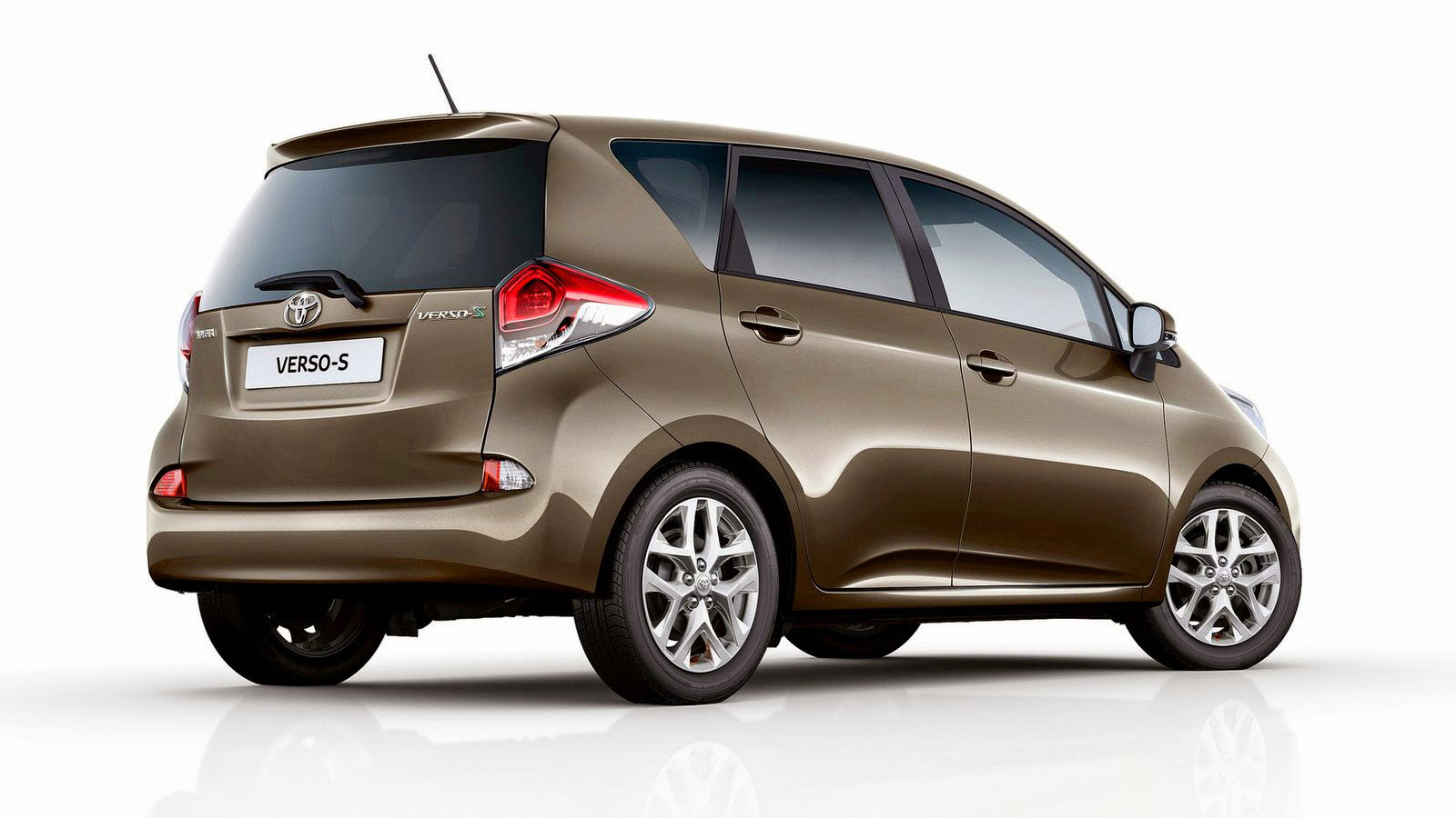 toyota verso s mpv gets refreshed for 2015. Black Bedroom Furniture Sets. Home Design Ideas