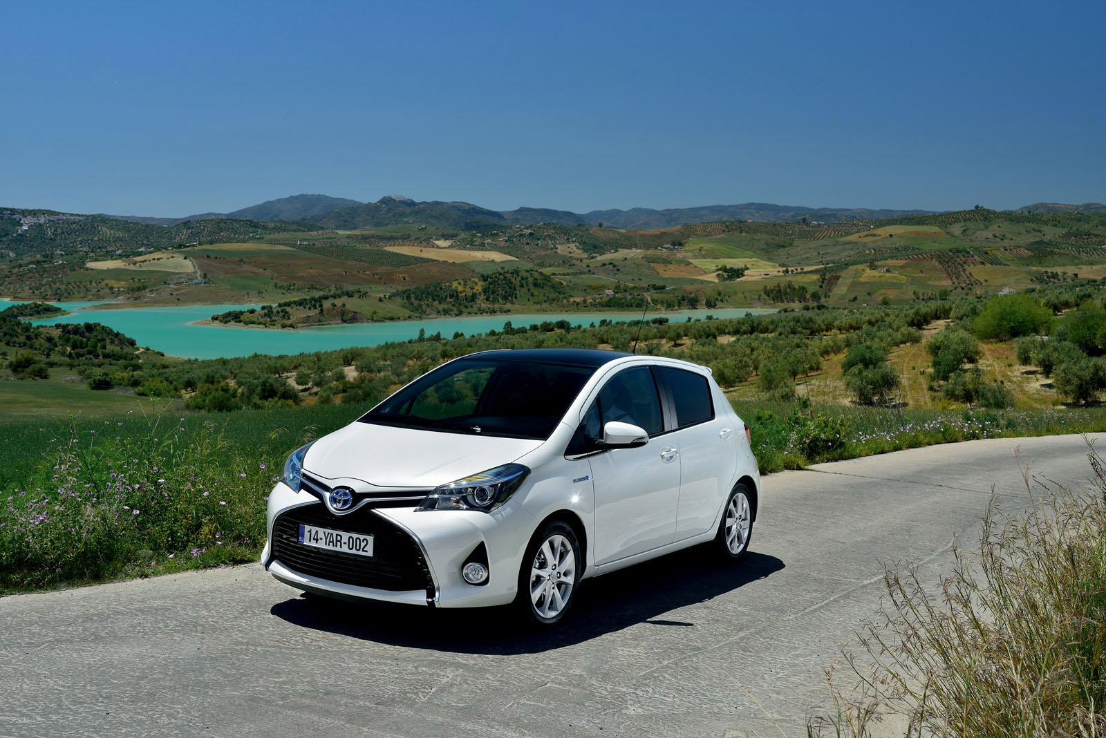 2015 toyota yaris price and specs. Black Bedroom Furniture Sets. Home Design Ideas