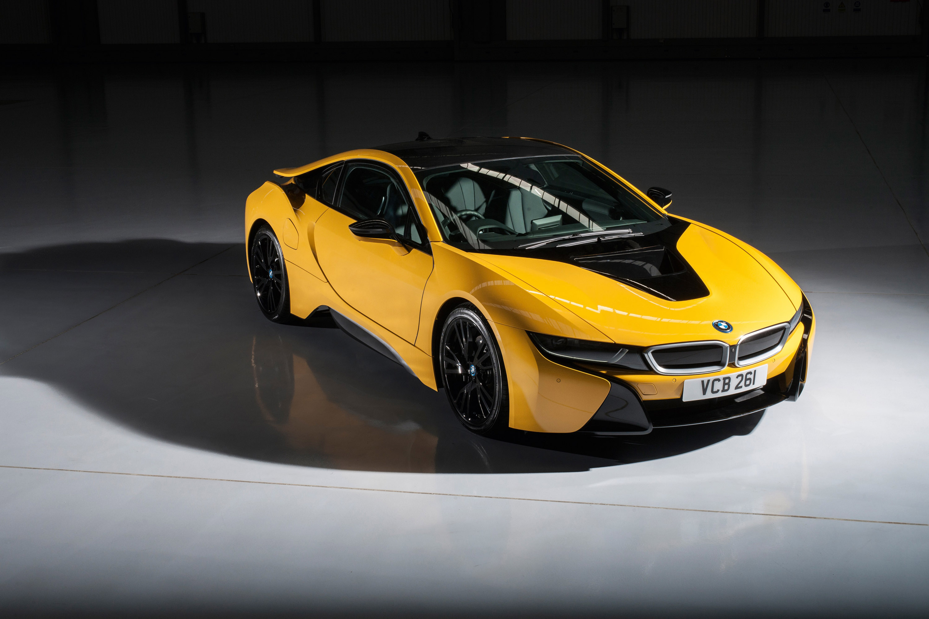Pearlescent Car Paint >> BMW Individual Releases i8 Exterior Paint Programme