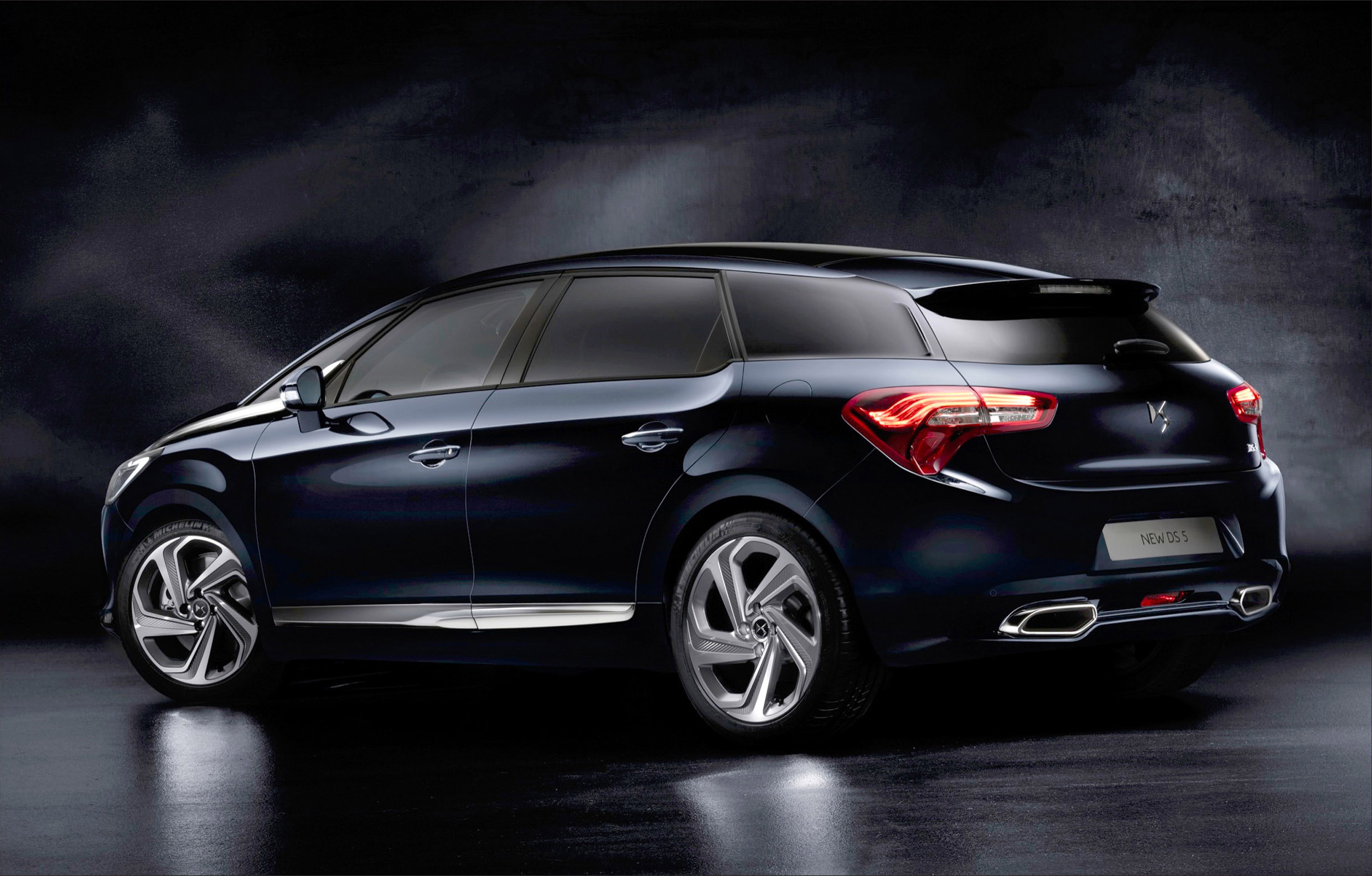 citroen to introduce the flagship ds5 in geneva. Black Bedroom Furniture Sets. Home Design Ideas