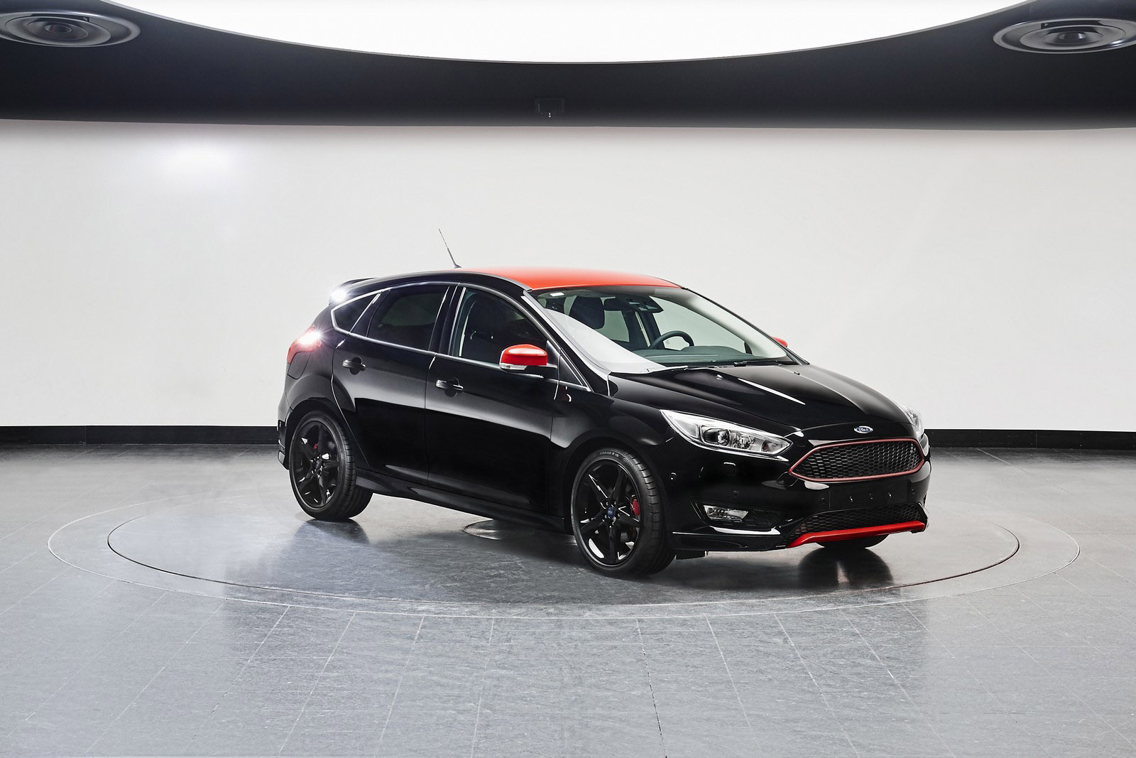 Ford Introduces Focus Red And Black Editions