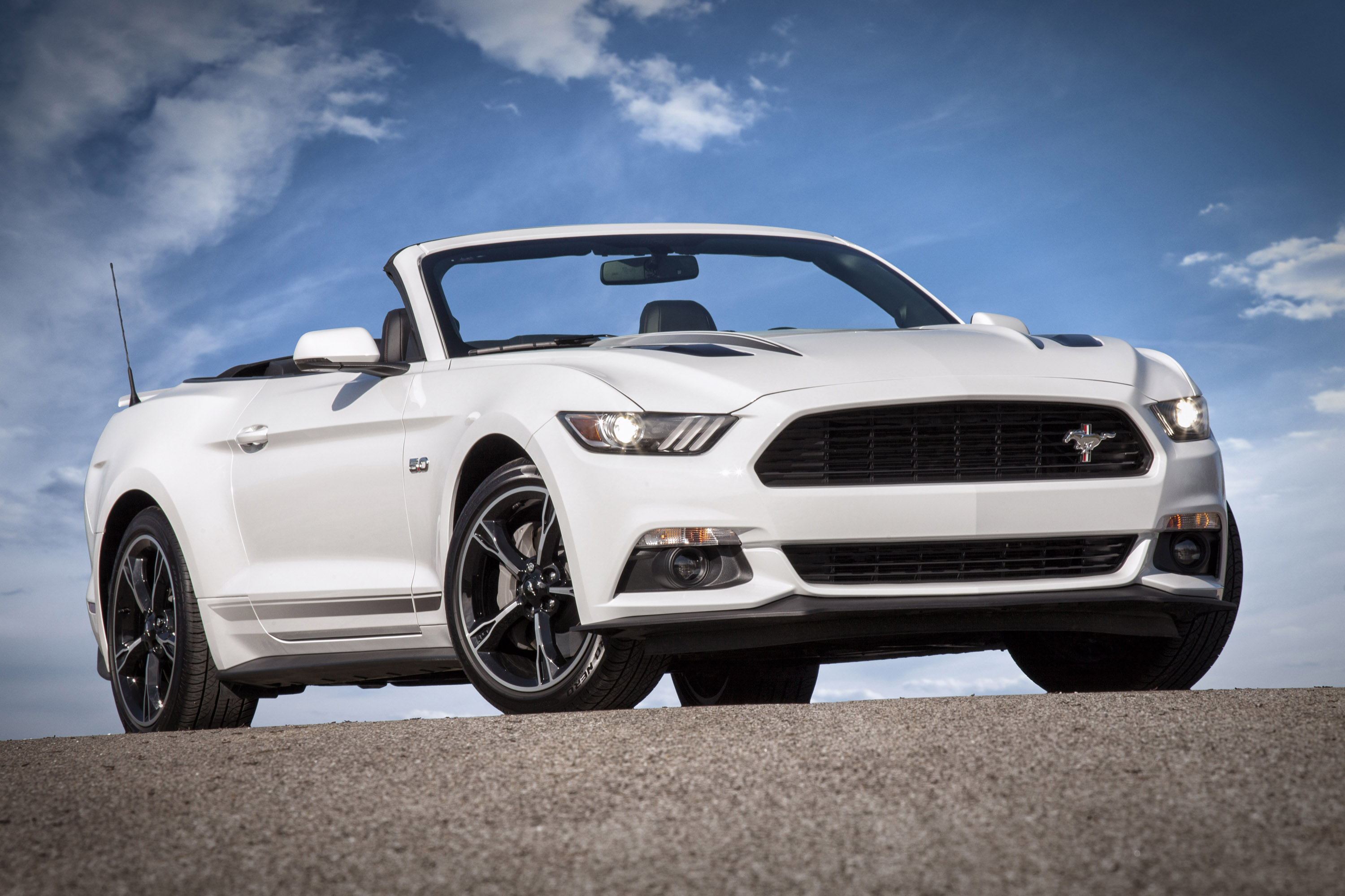 ford reveals 2016 mustang gt and gt convertible. Black Bedroom Furniture Sets. Home Design Ideas