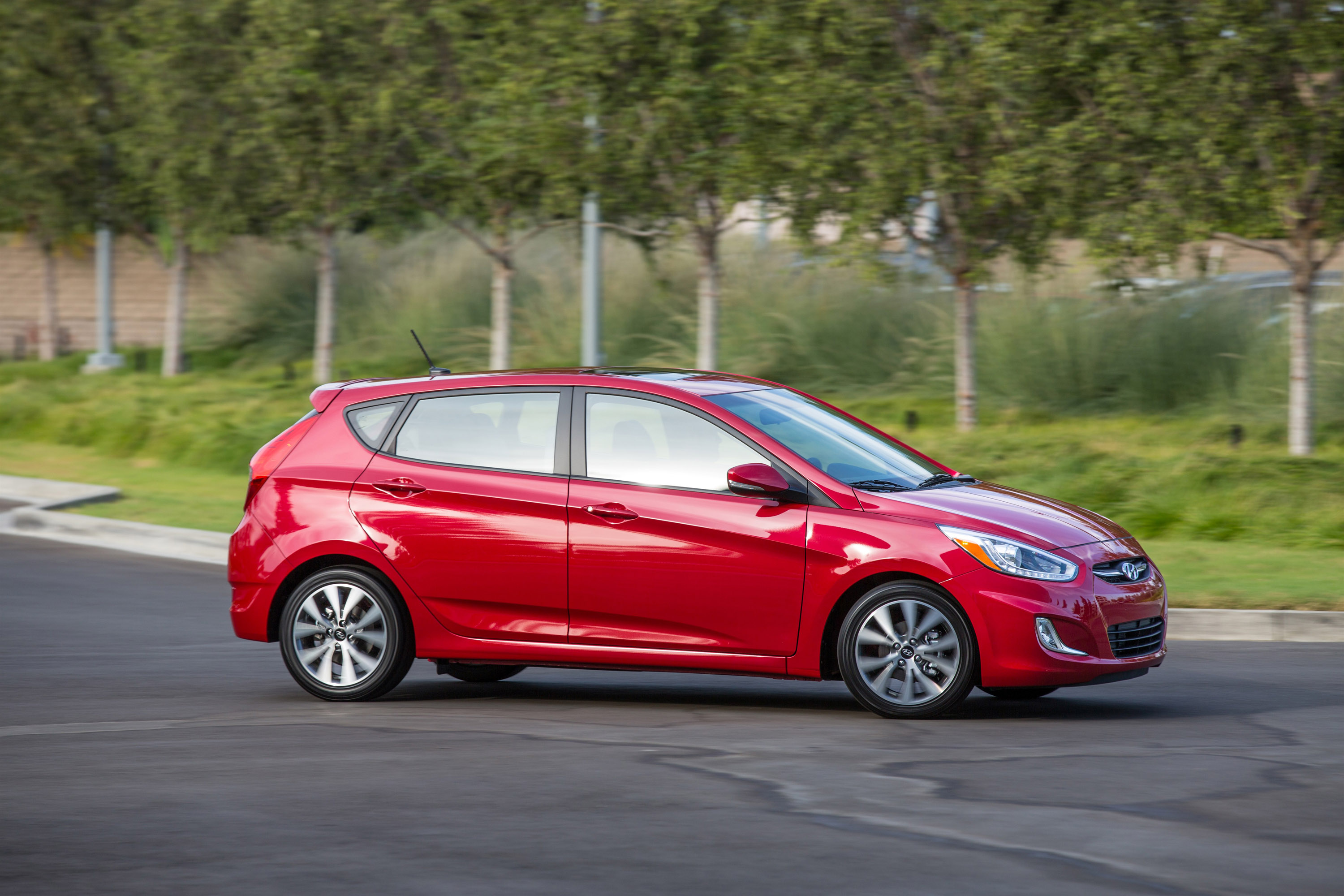 2016 hyundai accent comes with additional features and tons of gadgets. Black Bedroom Furniture Sets. Home Design Ideas