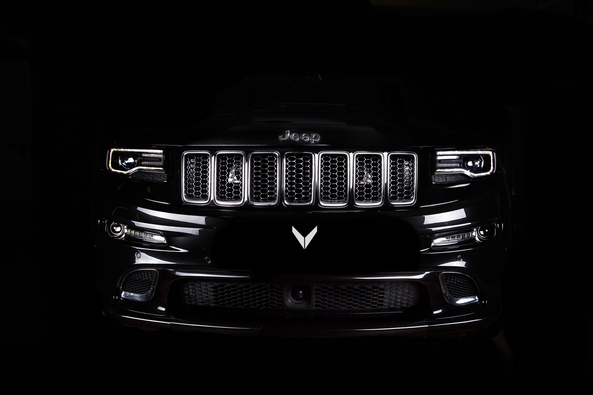 vilner releases jeep grand cherokee srt based interior project. Black Bedroom Furniture Sets. Home Design Ideas