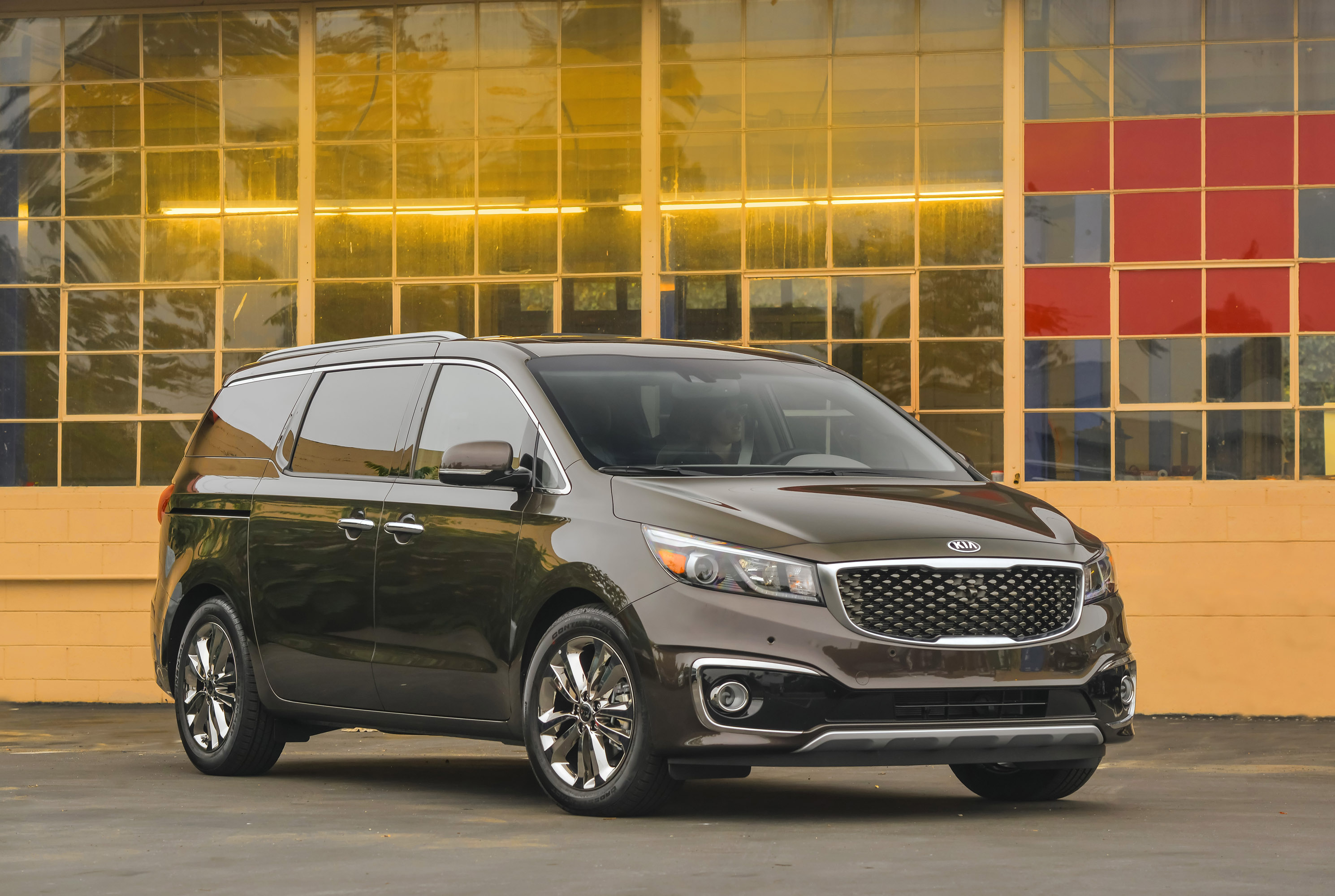 lux ex seriously style with sedona tech kia and competitive space cabin becomes