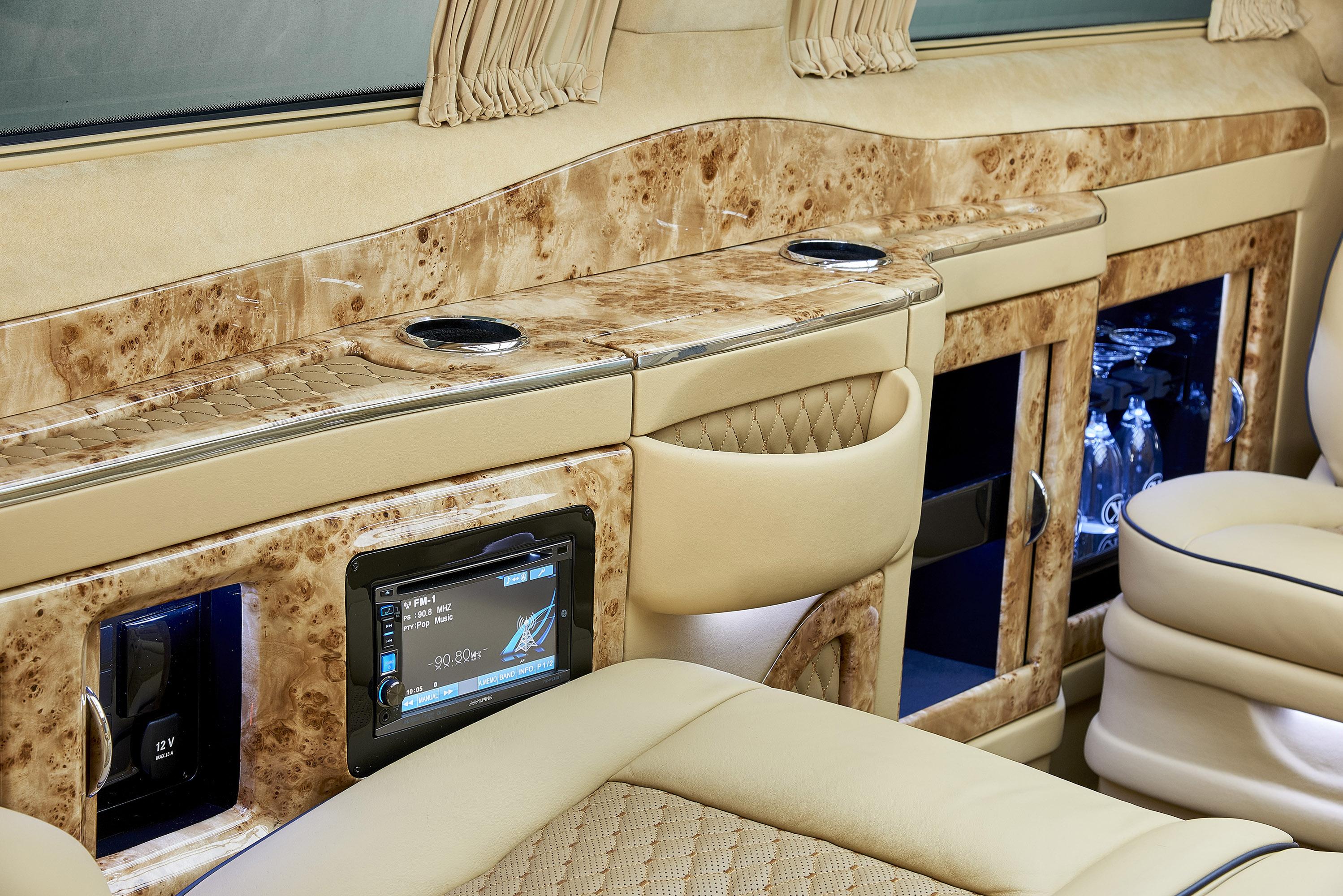Larte design reveals the exterior of mercedes benz v class for Desing interieur