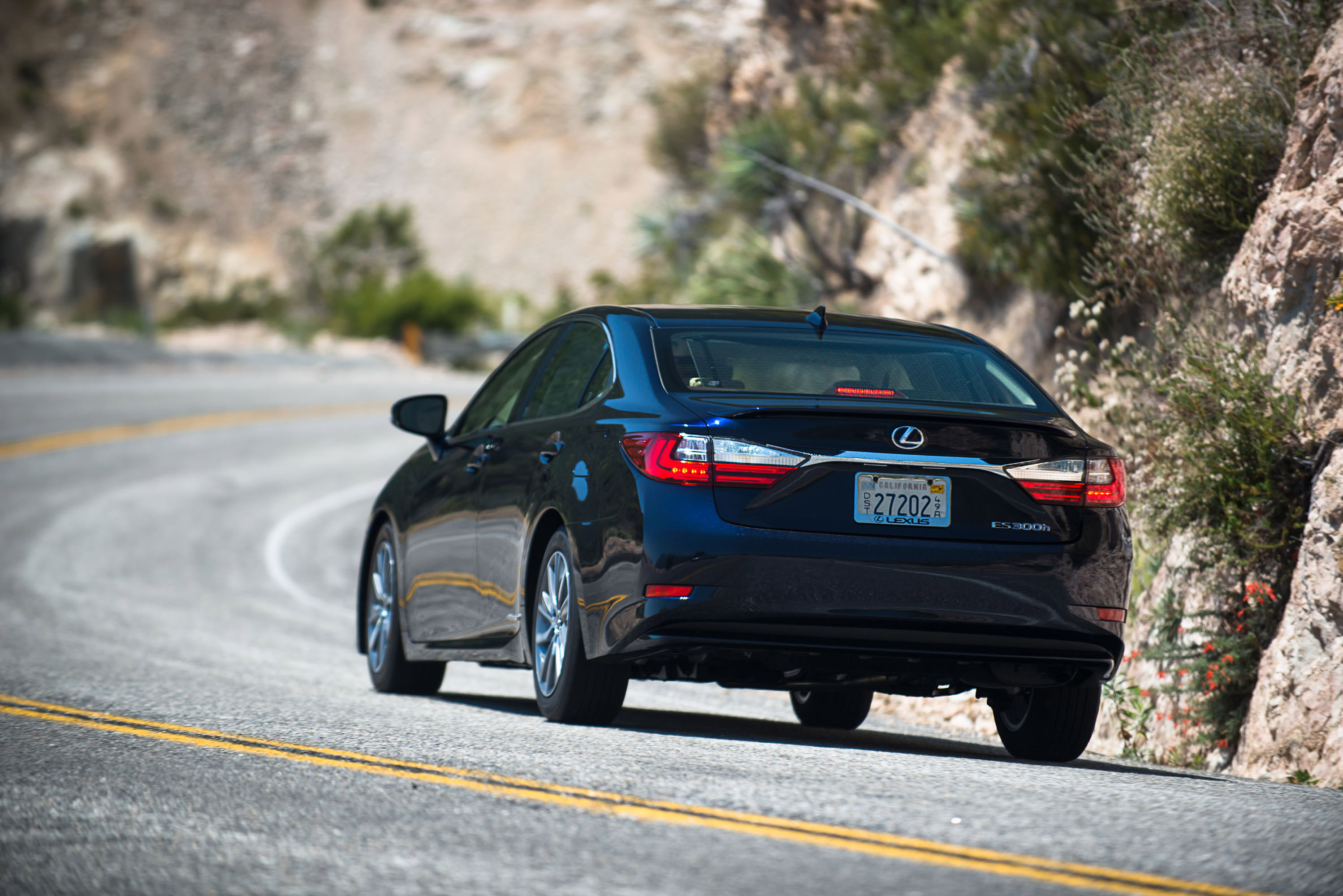 Whats New For 2016 Lexus ES 300h