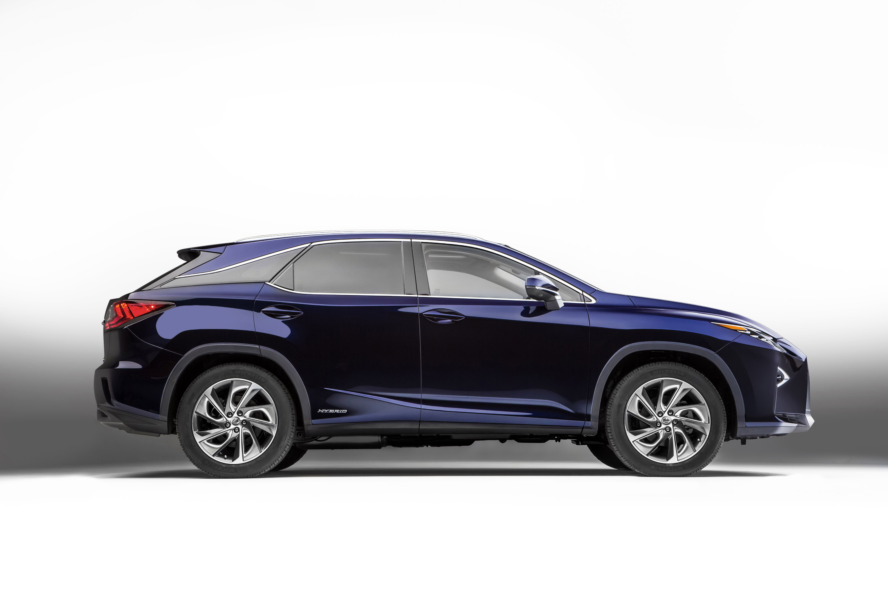 2016 lexus rx 450f receives a prestigious award. Black Bedroom Furniture Sets. Home Design Ideas