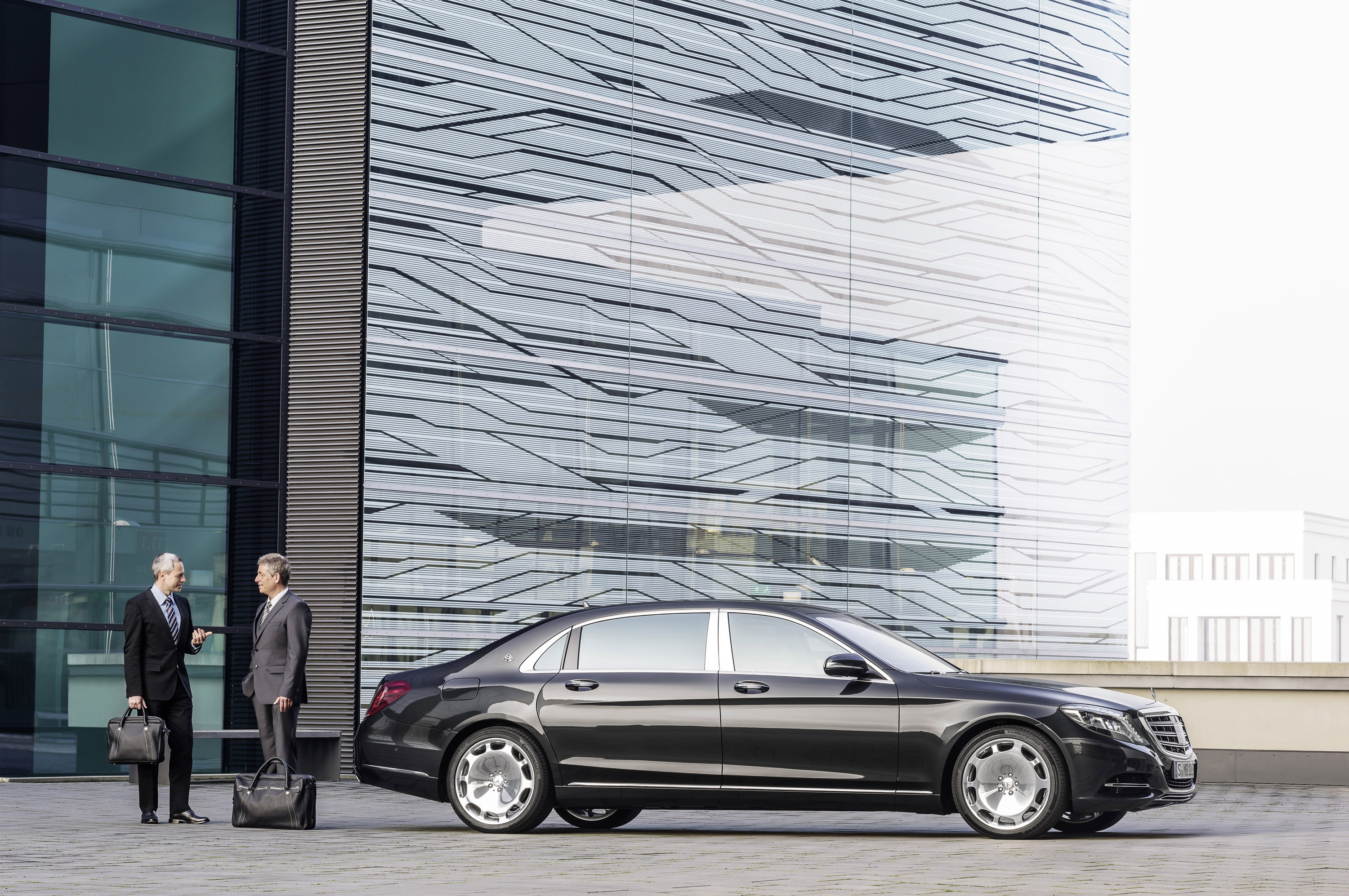 2016 mercedes benz s class maybach debuts officially for Mercedes benz financial payoff address