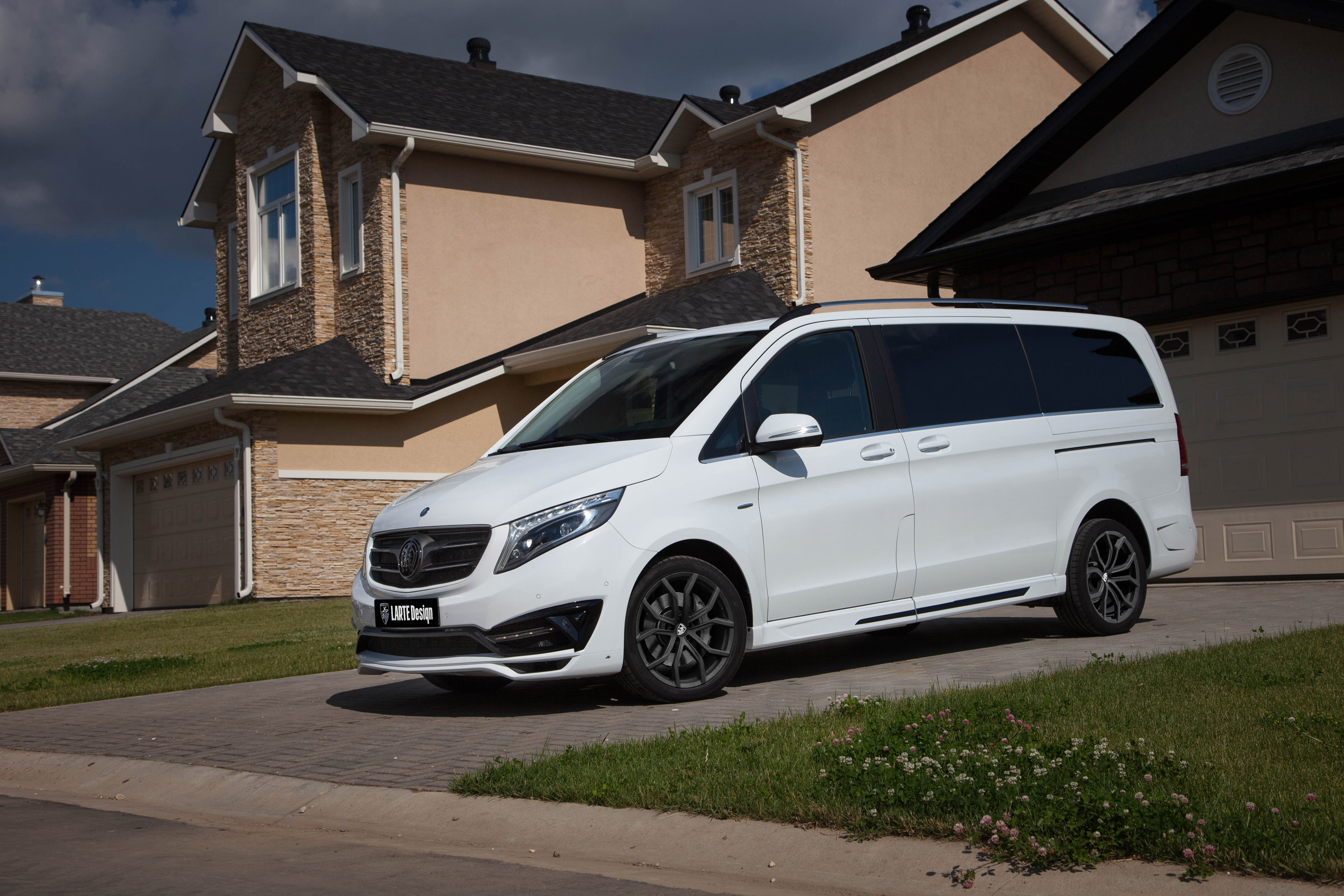 Mercedes benz v class black crystal by larte design in white for Mercedes benz in md