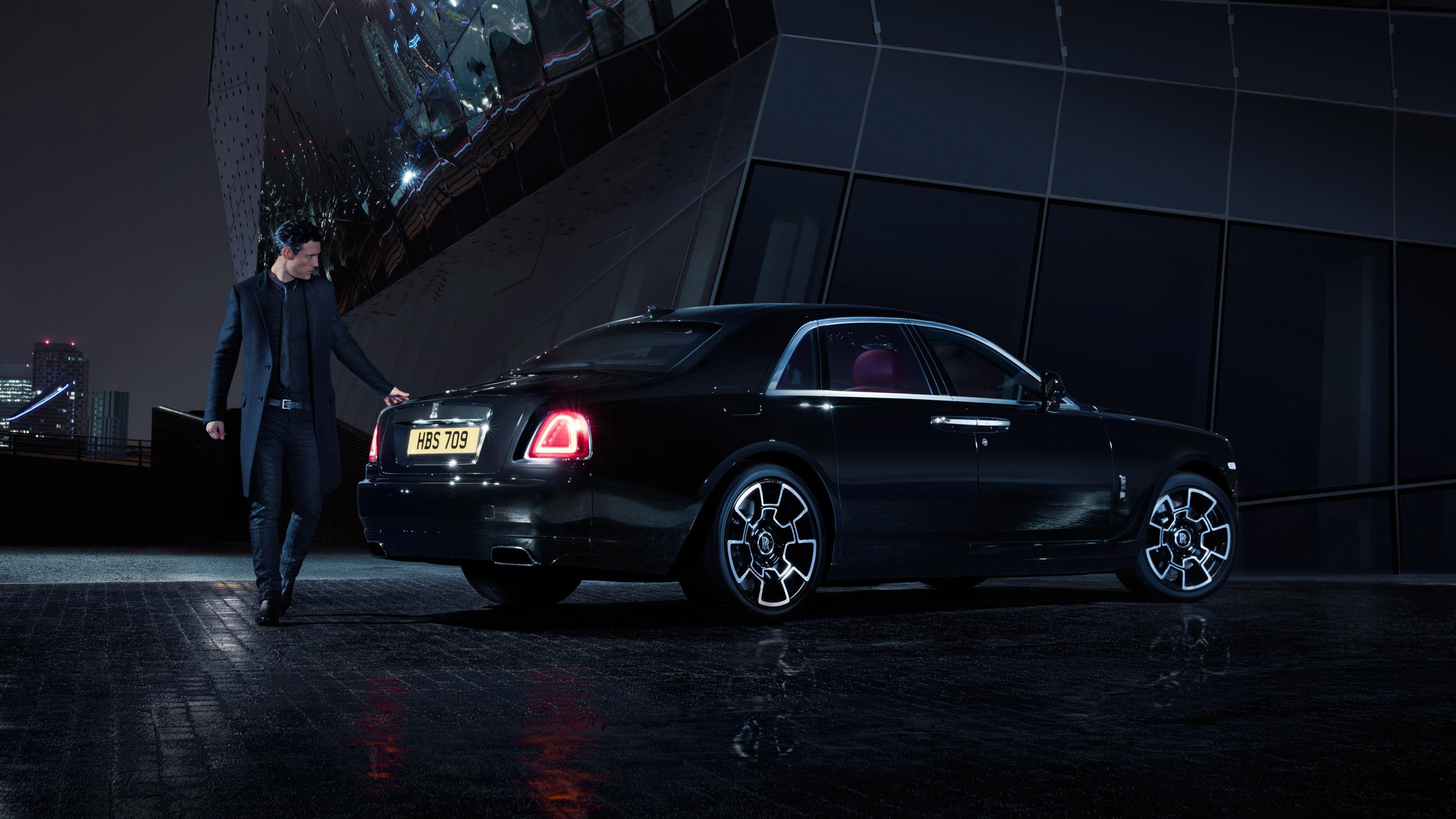 Cost To Paint A Car >> Rolls-Royce Reveals Black Badge Edition