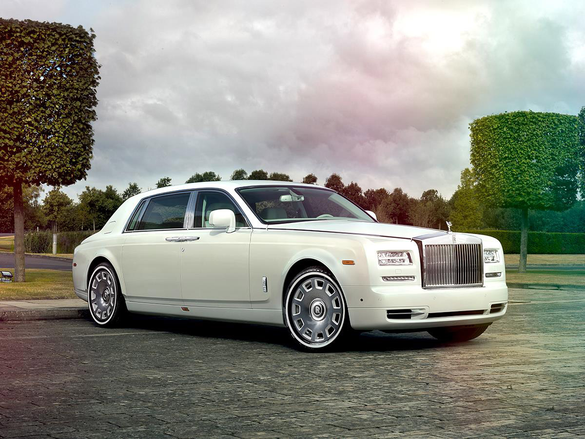rolls royce introduces bespoke jade pearl phantom. Black Bedroom Furniture Sets. Home Design Ideas