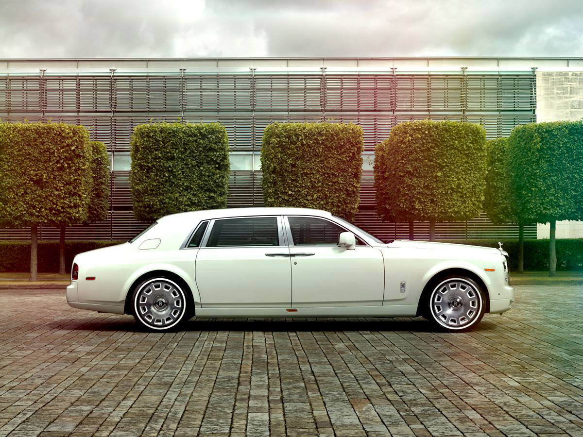 Rolls-Royce Introduces Bespoke Jade Pearl Phantom