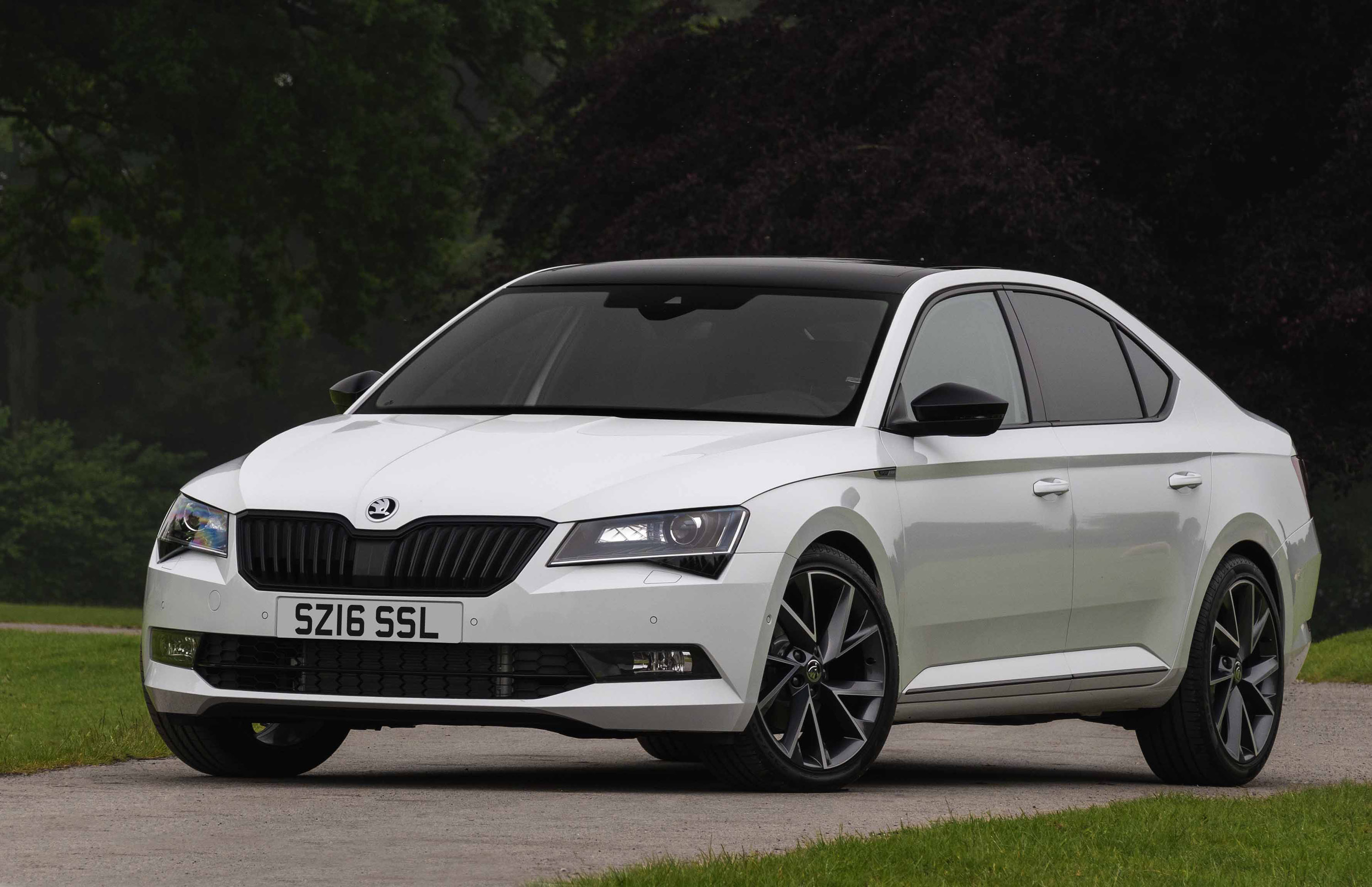 Skoda Superb Estate 2018 >> Skoda introduces Superb SportLine