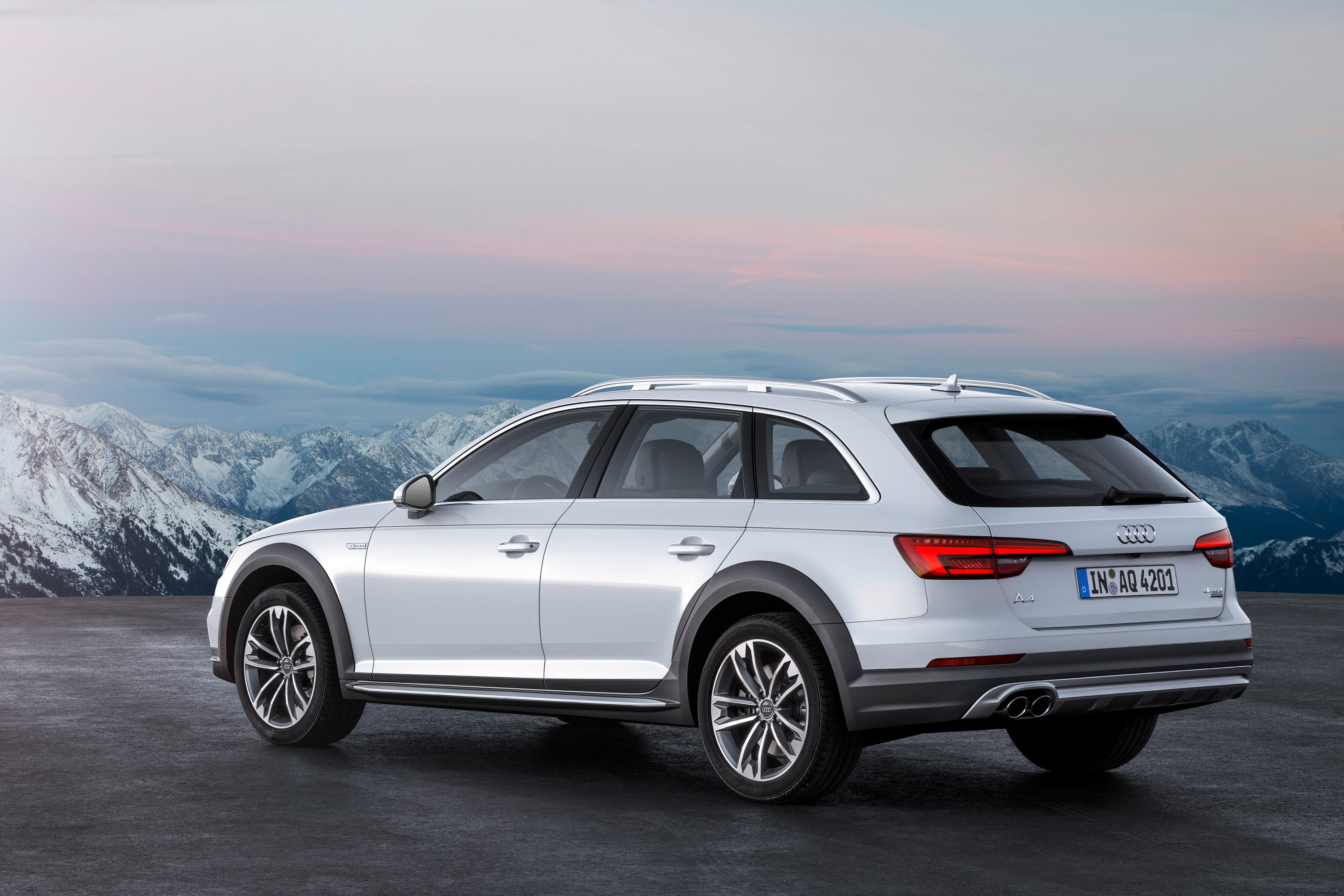 audi unveils 2017 a4 allroad quattro. Black Bedroom Furniture Sets. Home Design Ideas