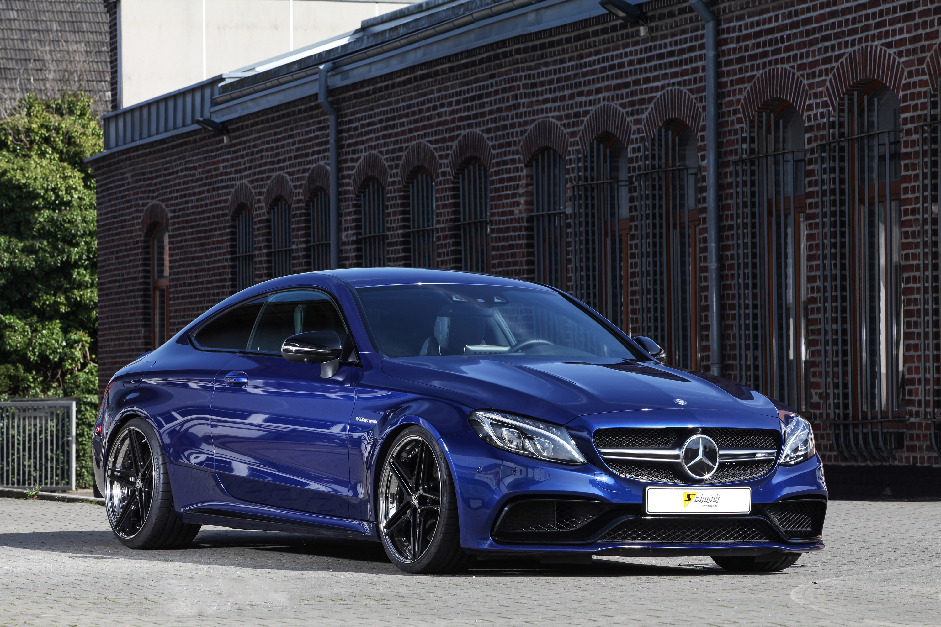 Best cars and bikes team reveals a menacing mercedes amg for Mercedes benz e amg