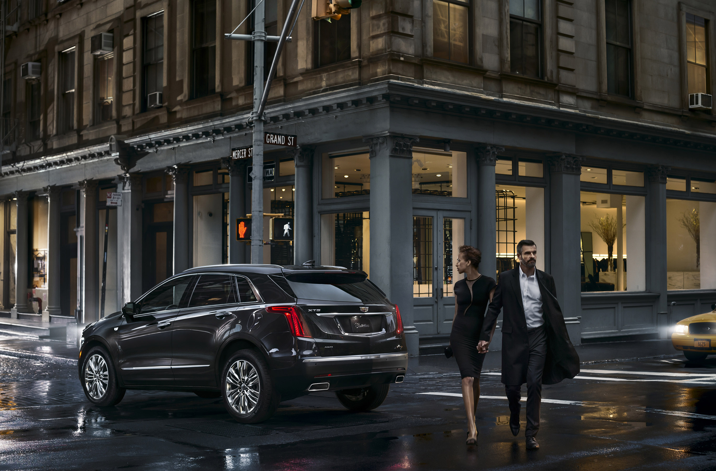 cadillac unveils the 2017 xt5 crossover. Black Bedroom Furniture Sets. Home Design Ideas