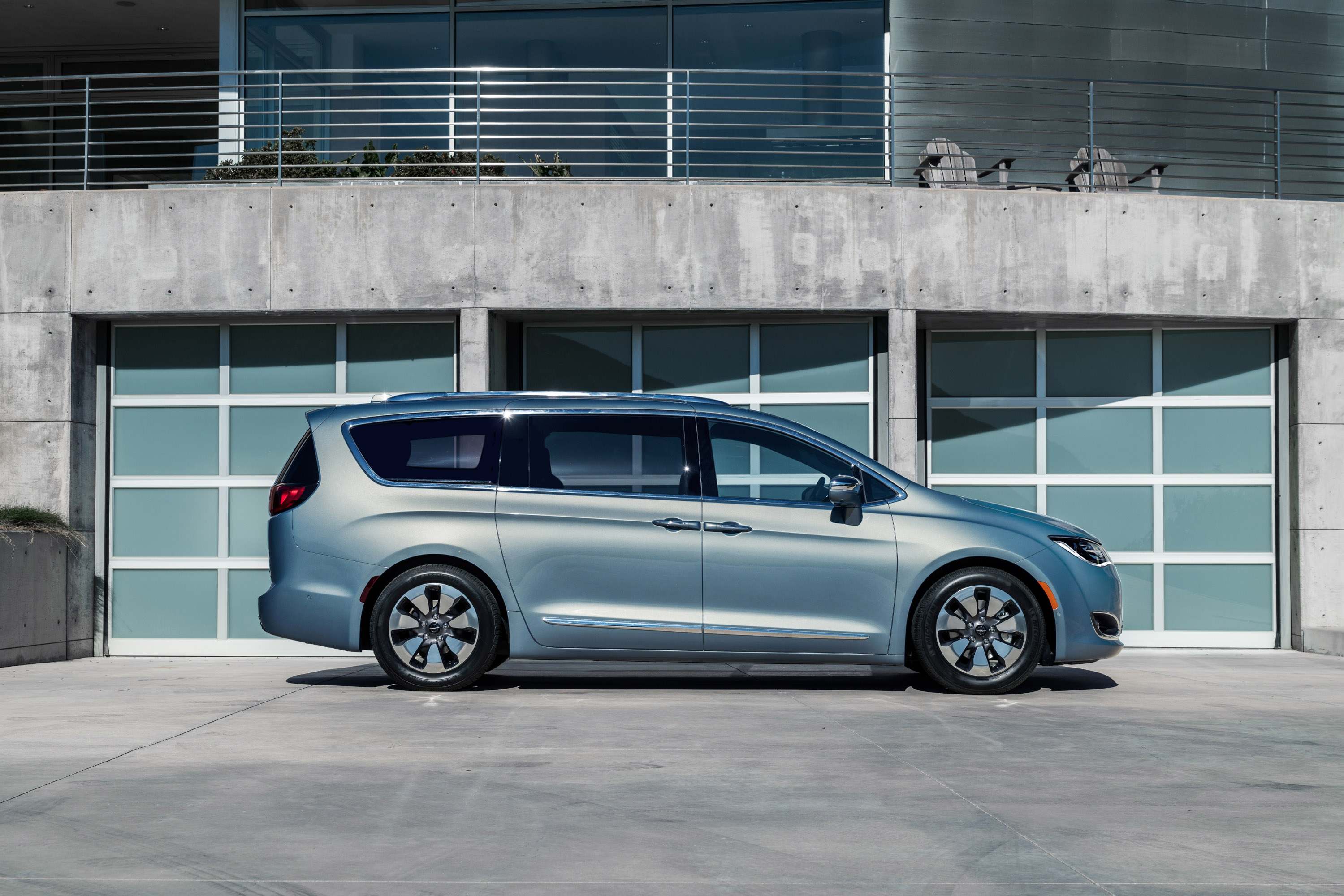 pacifikids will review the new 2017 chrysler pacifica. Black Bedroom Furniture Sets. Home Design Ideas