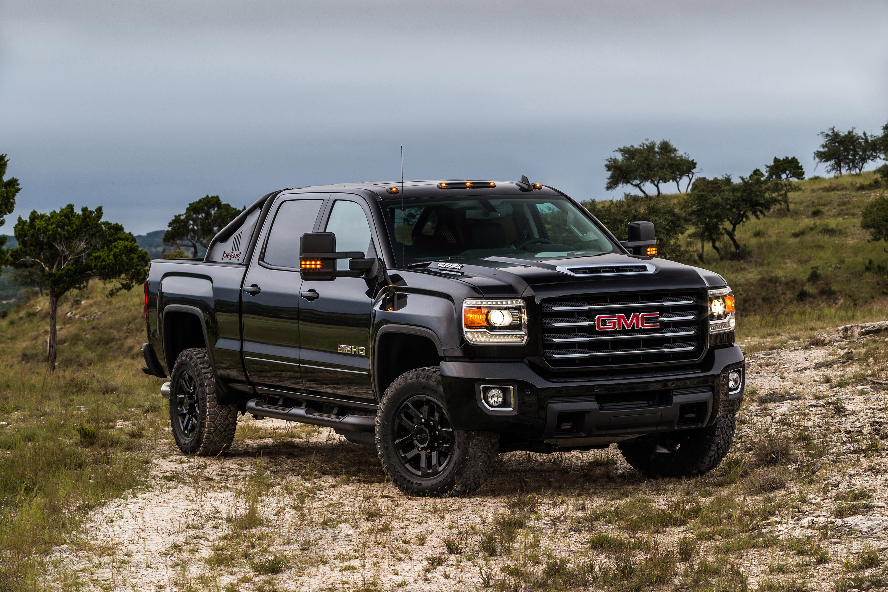 gmc reveals the new sierra limited edition vehicle. Black Bedroom Furniture Sets. Home Design Ideas