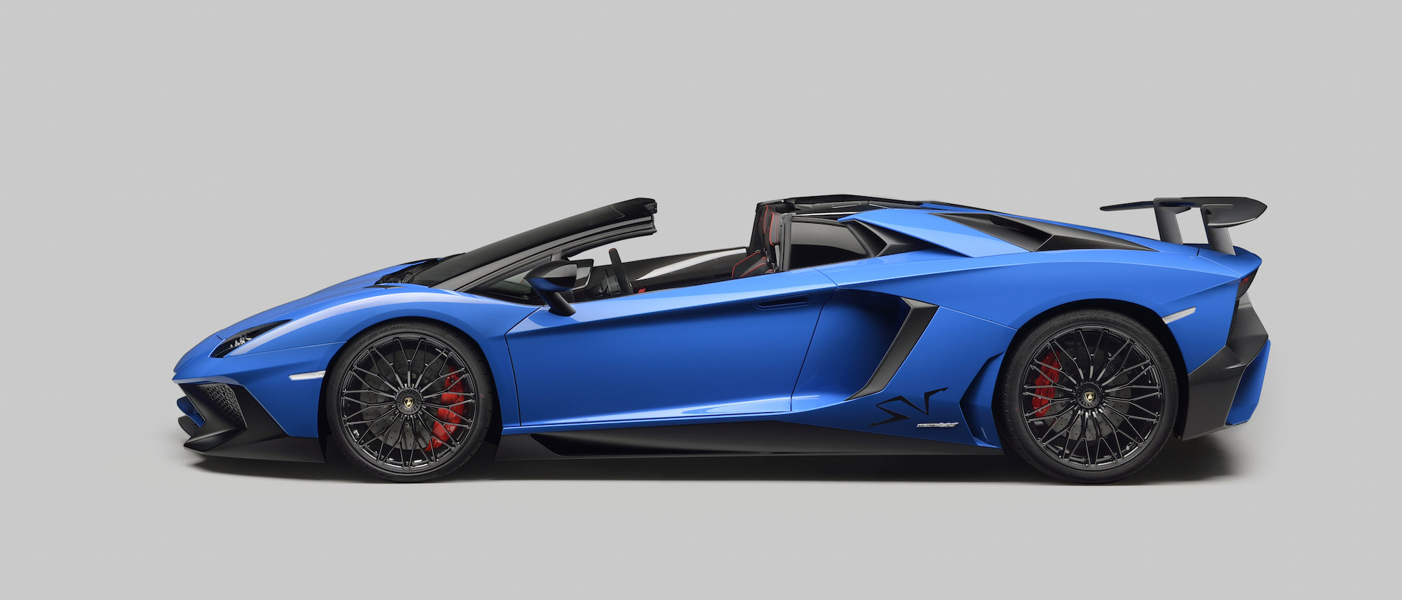 Lamborghini Debuts Aventador Superveloce Roadster And