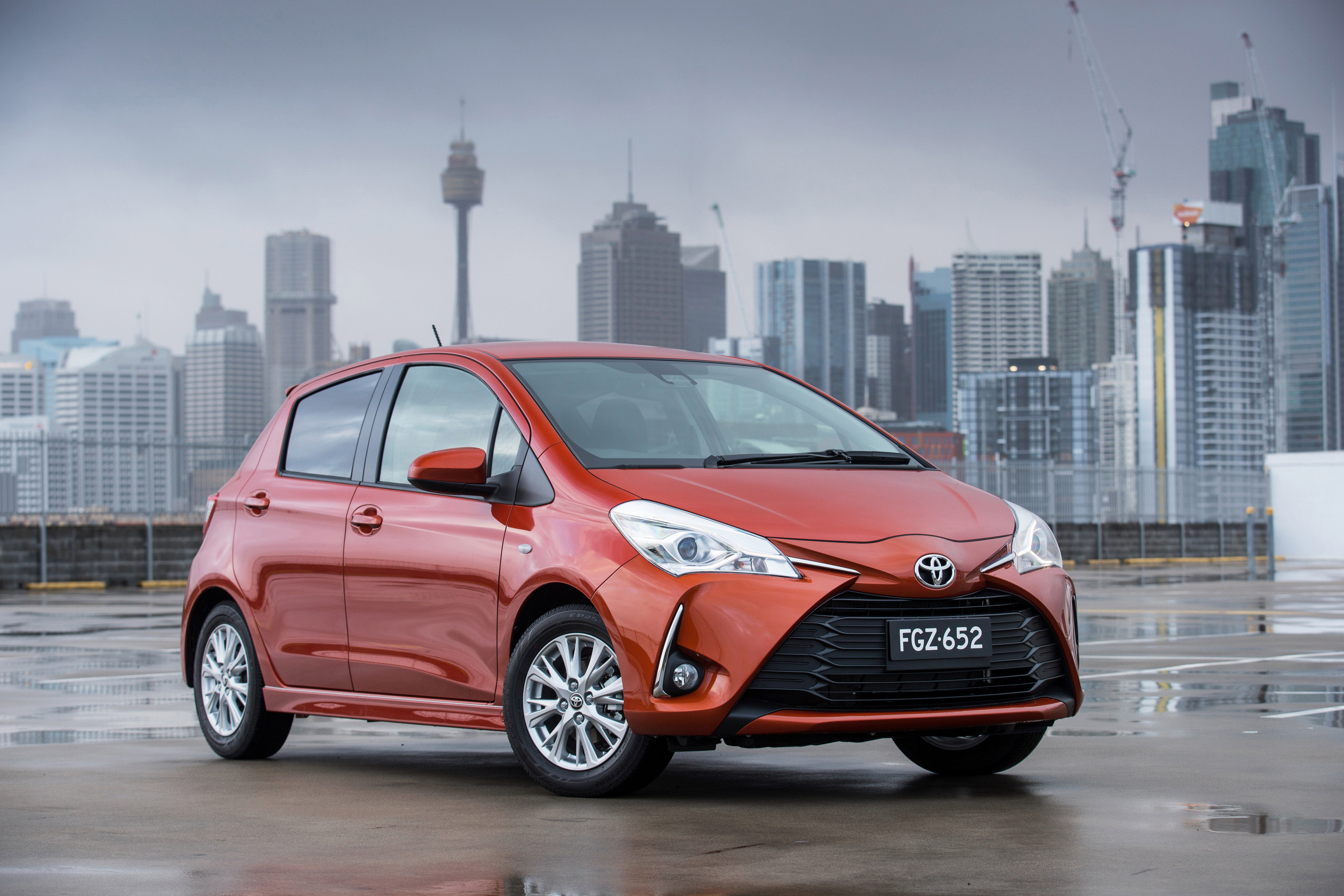 toyota reveals the 2017 yaris lineup. Black Bedroom Furniture Sets. Home Design Ideas