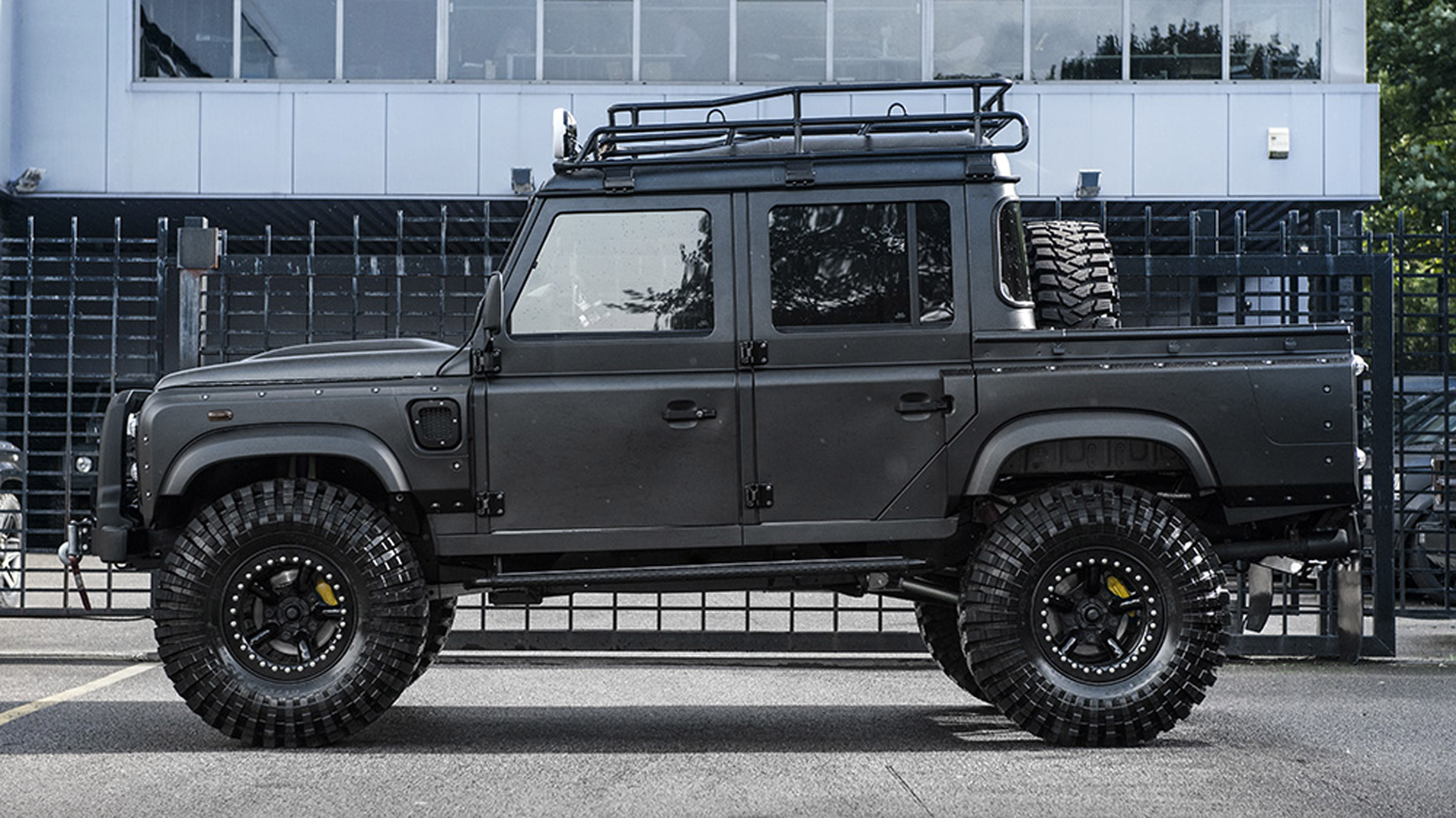 2018 Kahn Design Land Rover Defender Big Foot - Picture 136073