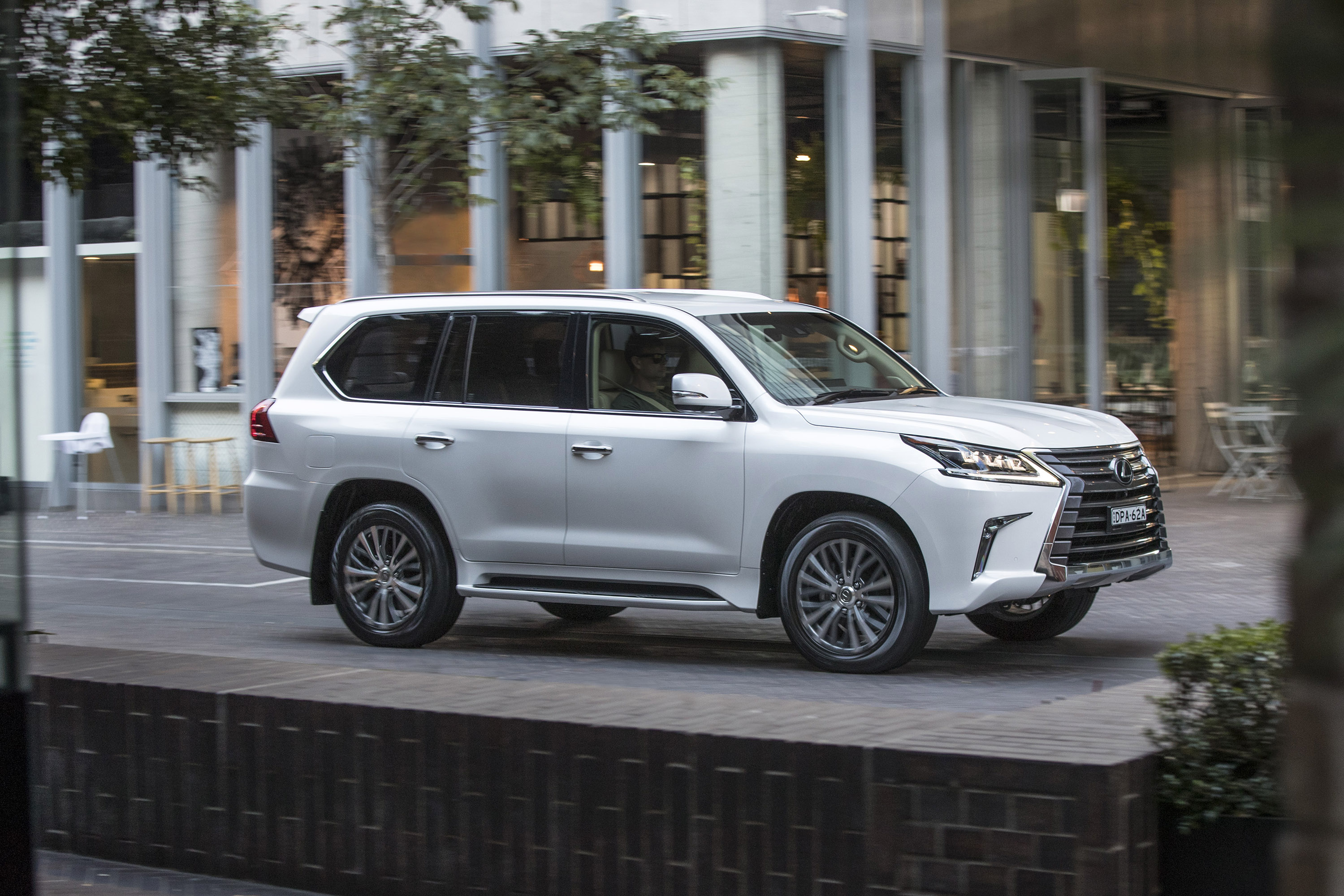 Wireless Car Speakers >> Lexus presents revised version of the LX 400d
