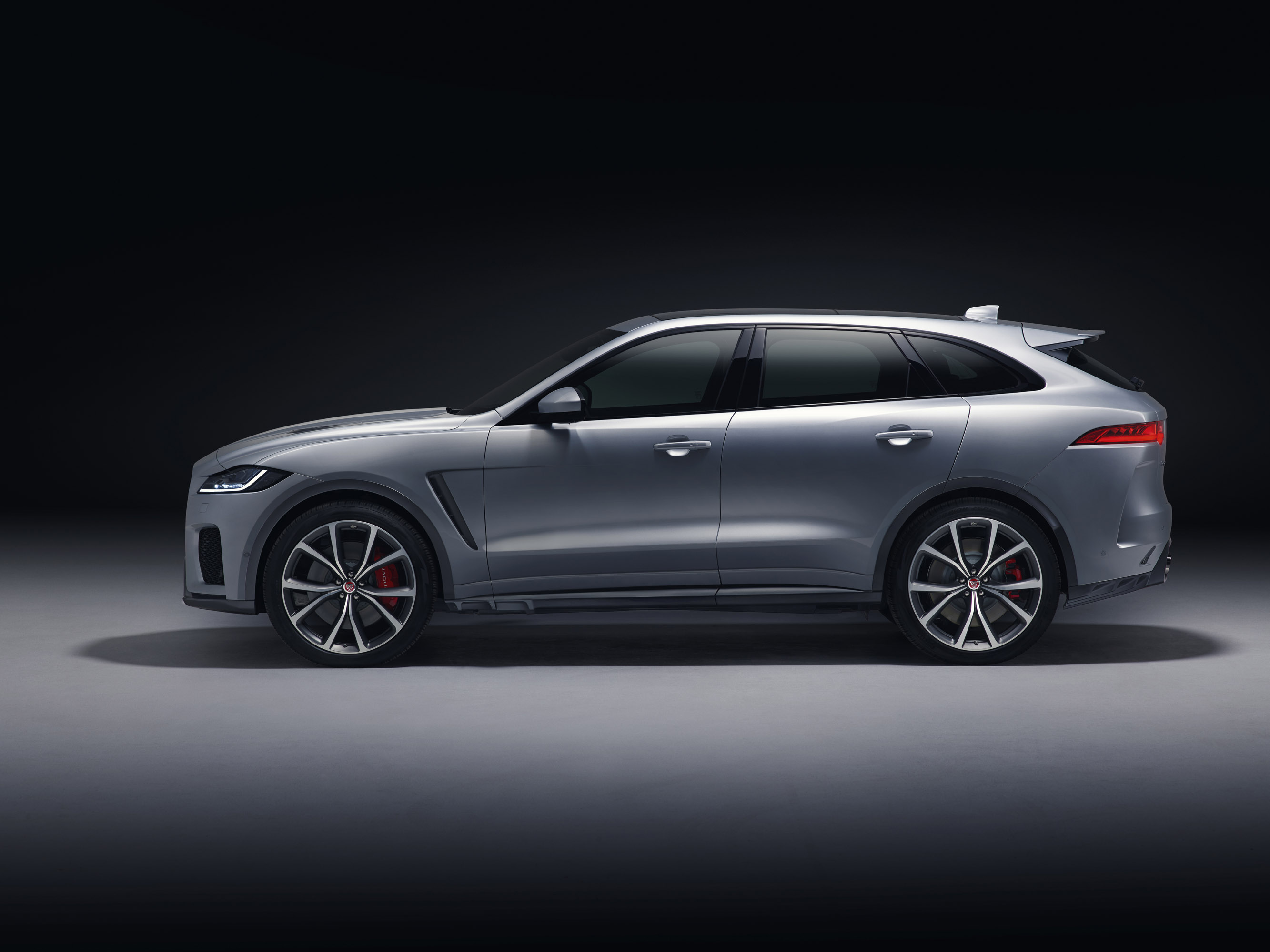 jaguar unveils f pace svr. Black Bedroom Furniture Sets. Home Design Ideas