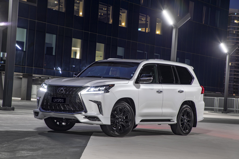 Lexus present new LX 570 S machine