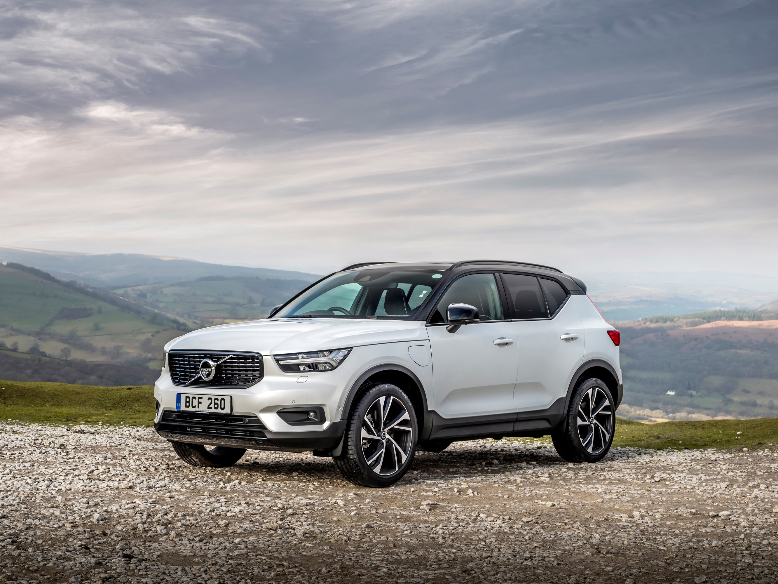 Volvo extends electrification of XC40 range with second ...