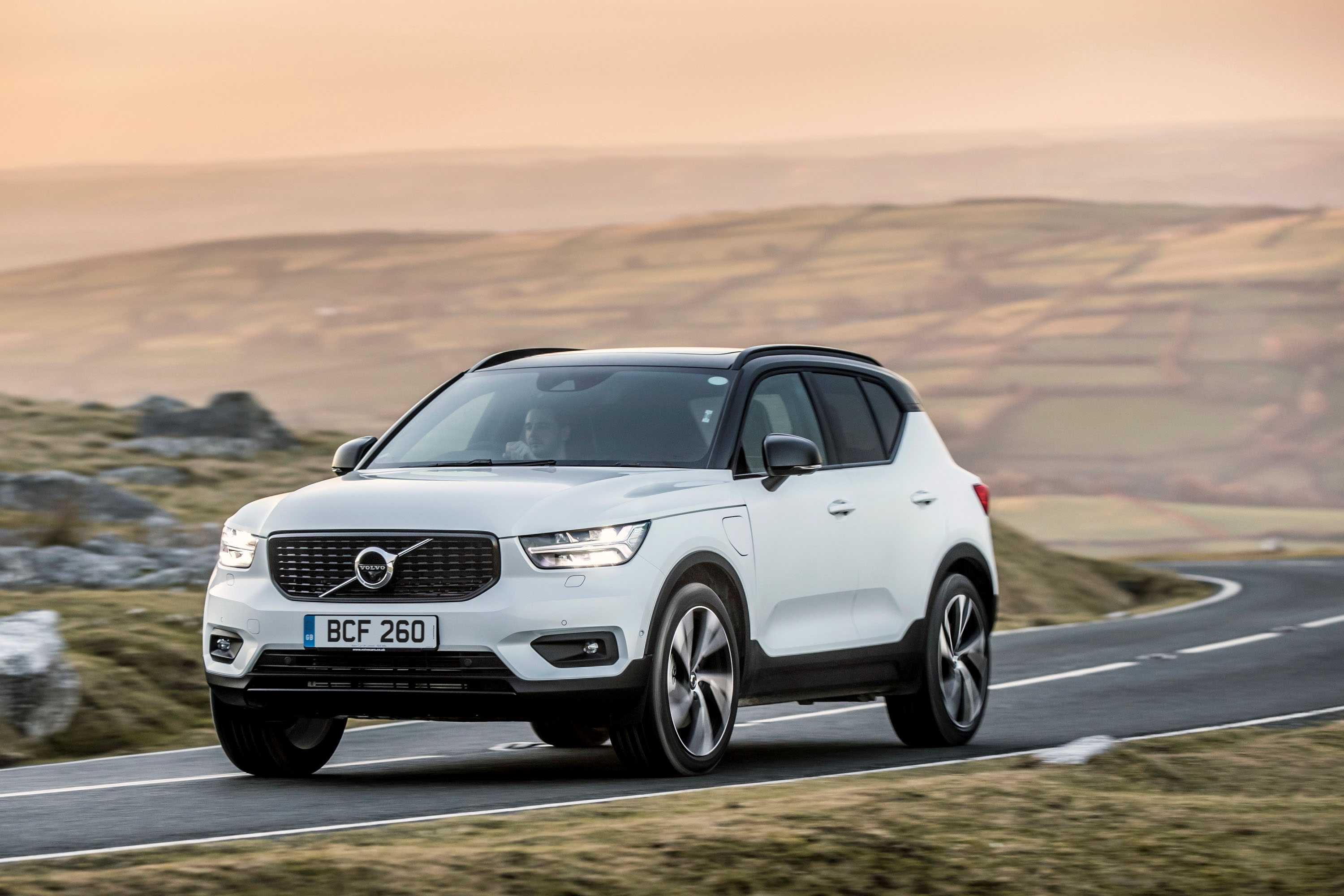 volvo extends electrification of xc40 range with second