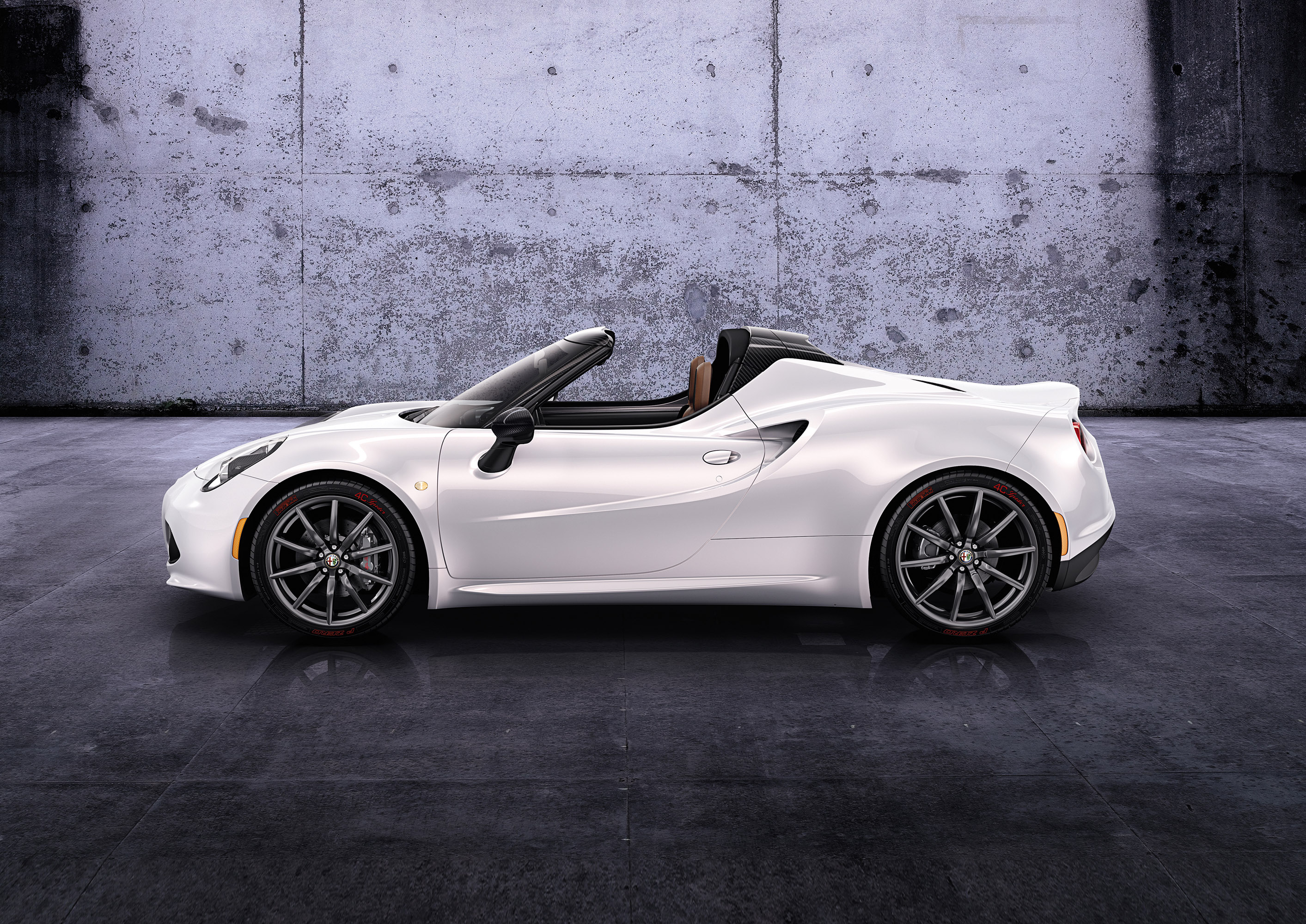 debut for alfa romeo 4c spider prototype. Black Bedroom Furniture Sets. Home Design Ideas