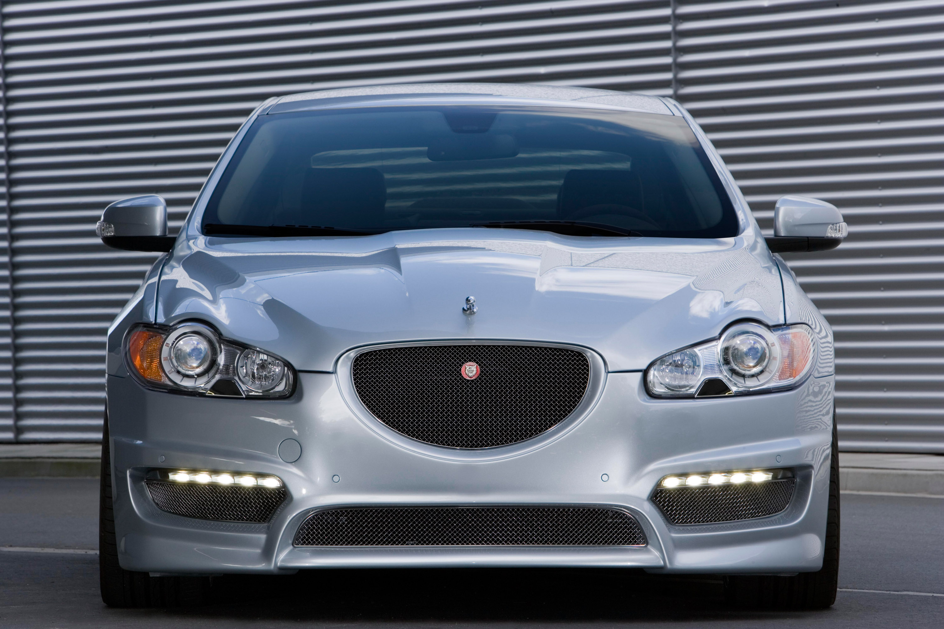 Jaguar XF Front-conversion-set: Safety and style from Arden