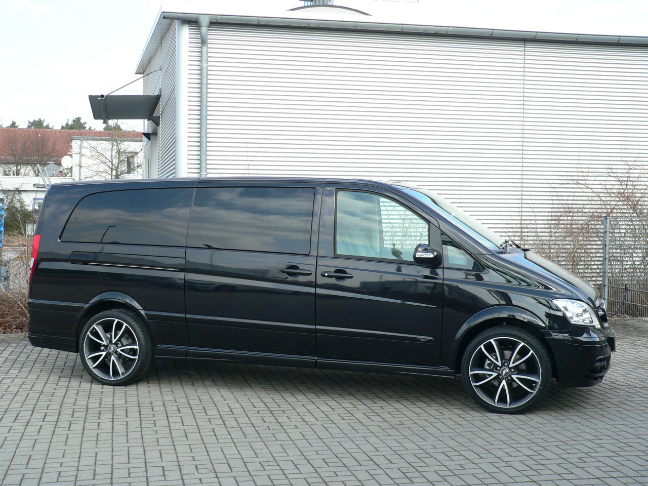 a r t tuning beutifies the mercedes benz viano. Black Bedroom Furniture Sets. Home Design Ideas