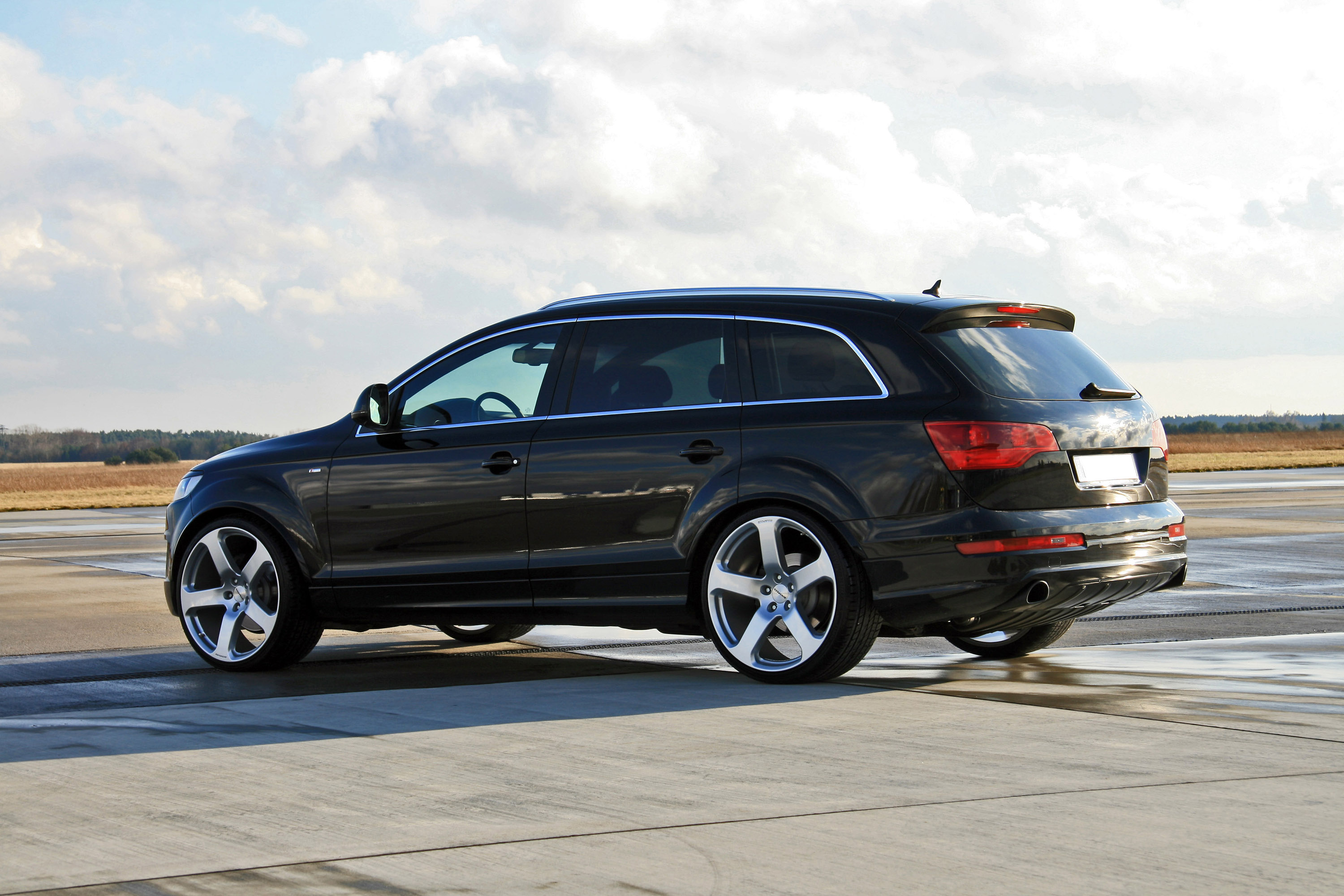 avus performance audi q7 a slightly different suv. Black Bedroom Furniture Sets. Home Design Ideas