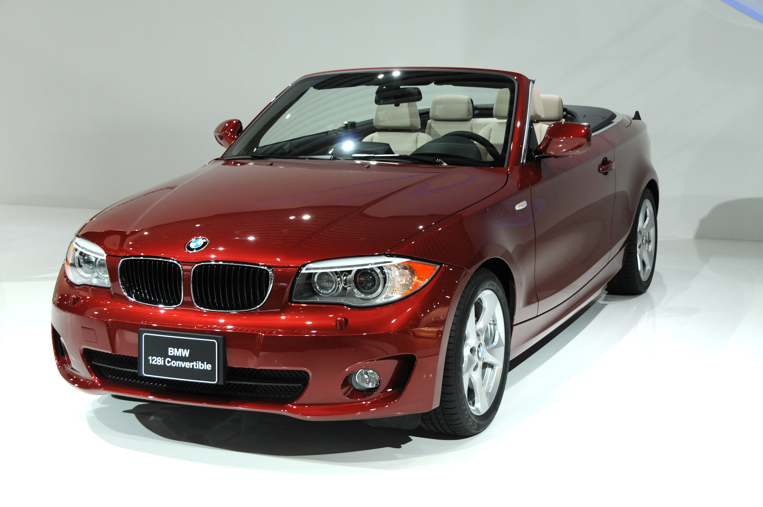 bmw 1 series convertible detroit 2011 picture 47260. Black Bedroom Furniture Sets. Home Design Ideas