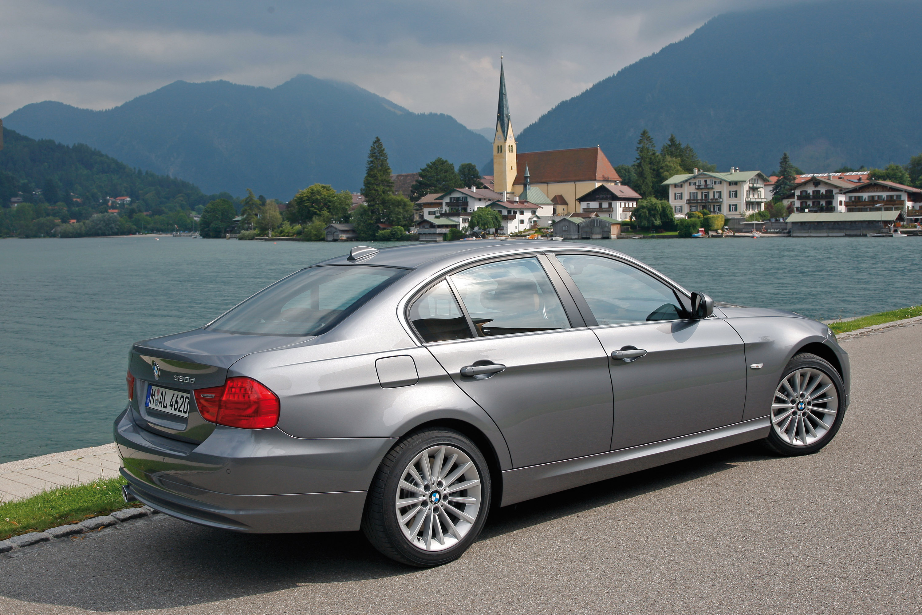 Wetterauer bmw 330d vs kicherer mercedes benz c320 cdi 2 for Mercedes benz c 330