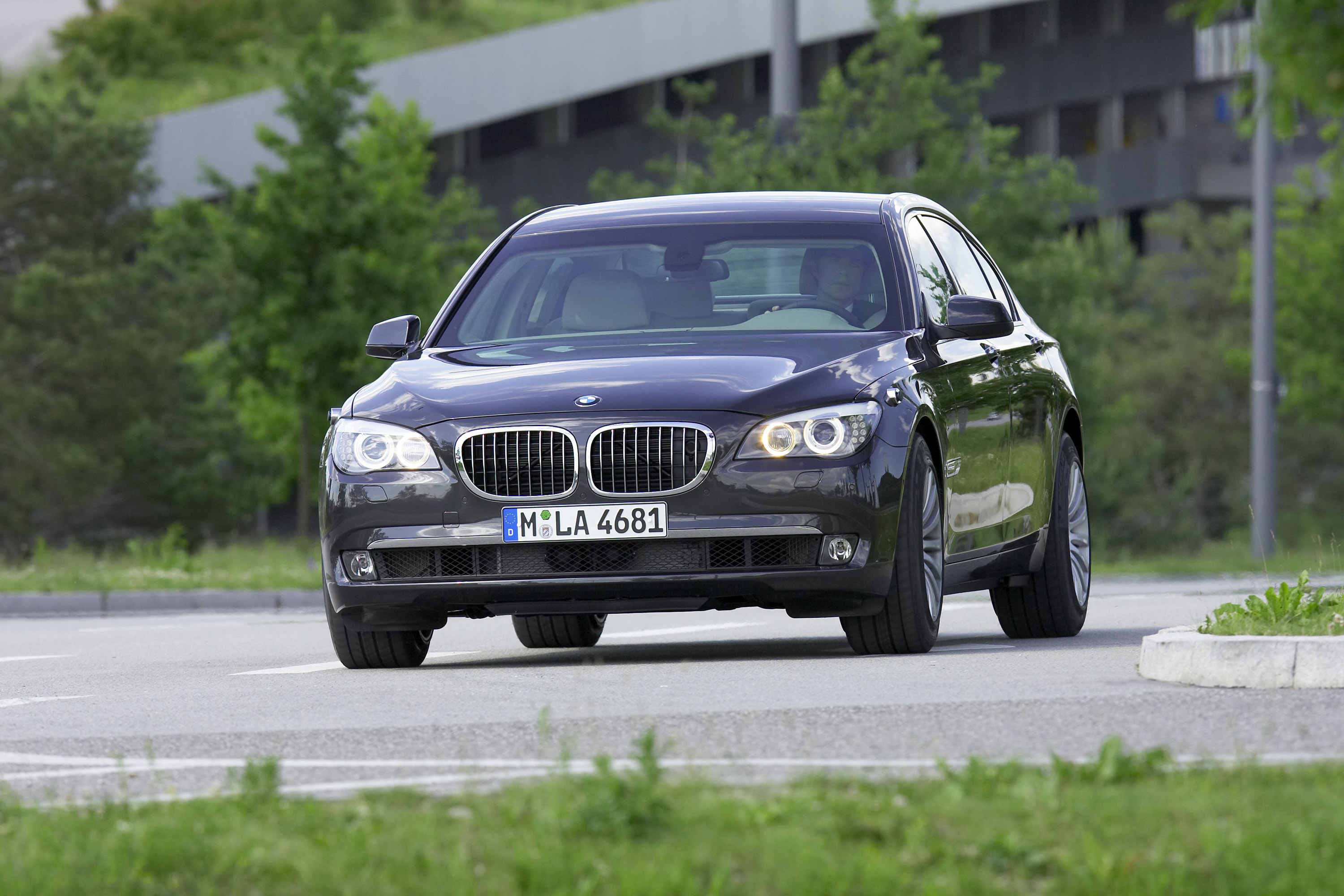 BMW 7 Series High Security - Picture 24017