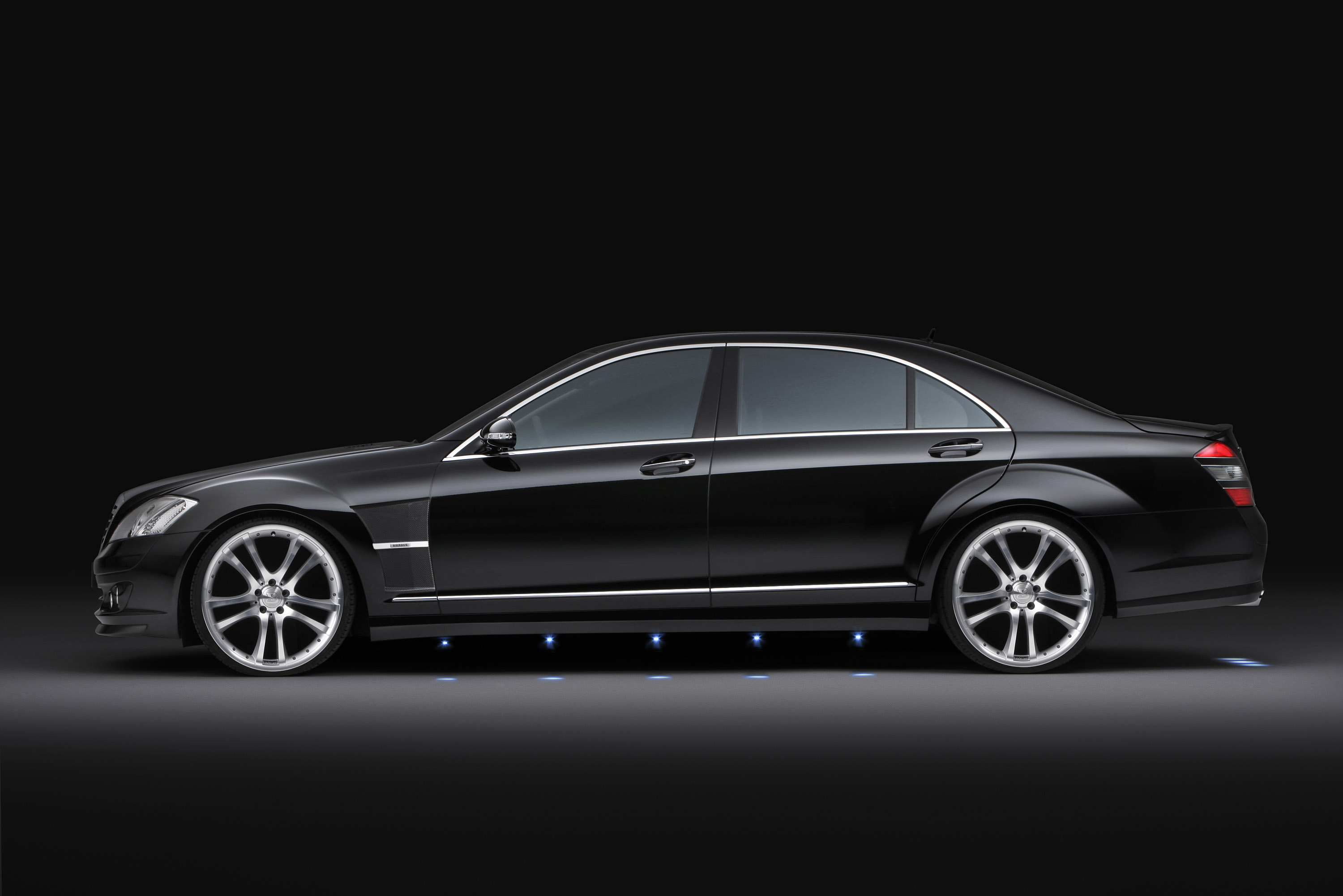 Brabus 22 inch wheels and sport fenders for mercedes s for Mercedes benz e350 tire size