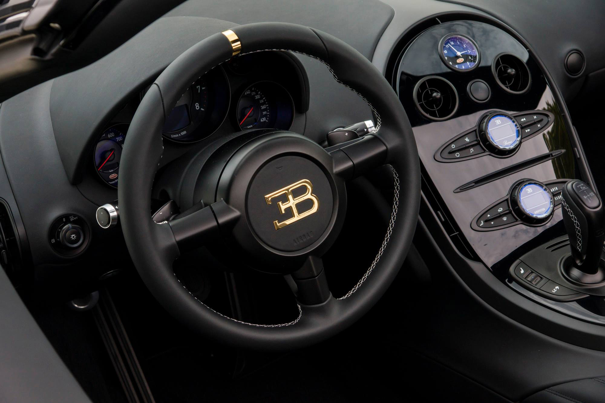 bugatti-grand-sport-vitesse-lang-lang-special-edition-08 Stunning Bugatti Veyron 16.4 Grand Sport Vitesse Interior Cars Trend