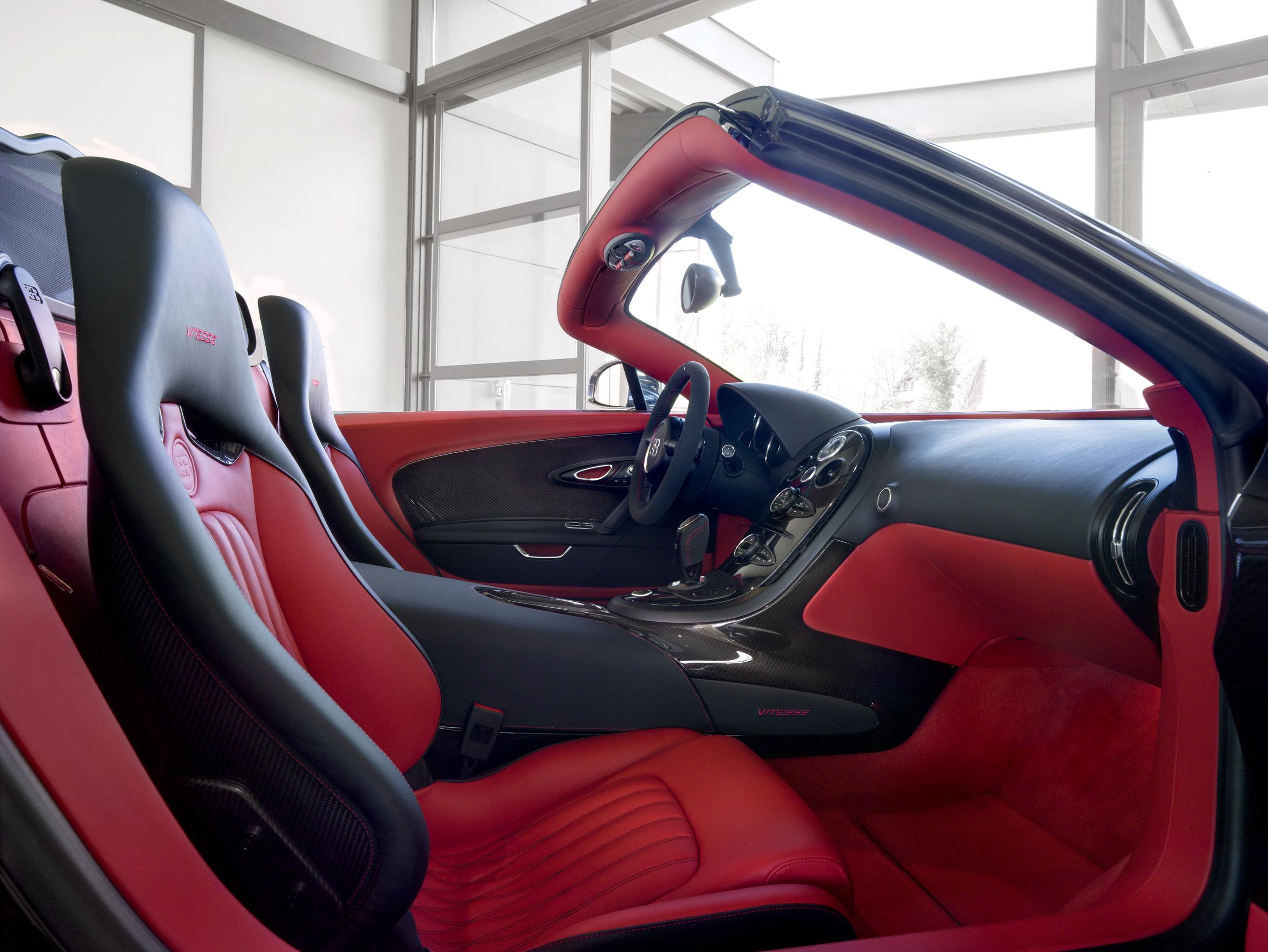 russian premiere for bugatti veyron 16 4 grand sport vitesse roadster. Black Bedroom Furniture Sets. Home Design Ideas