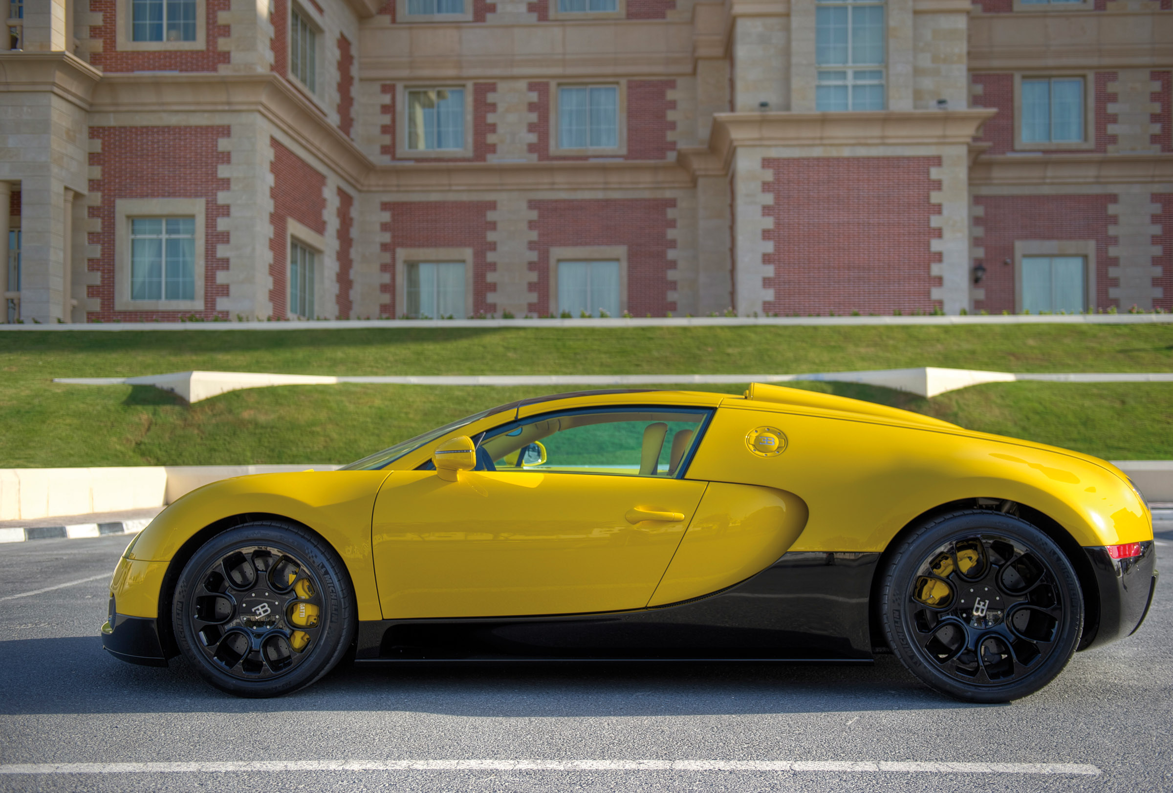 bugatti-veyron-16-4-grand-sport-qatar-2012-05 Fabulous 2012 Bugatti Veyron Grand Sport Vitesse Specs Cars Trend