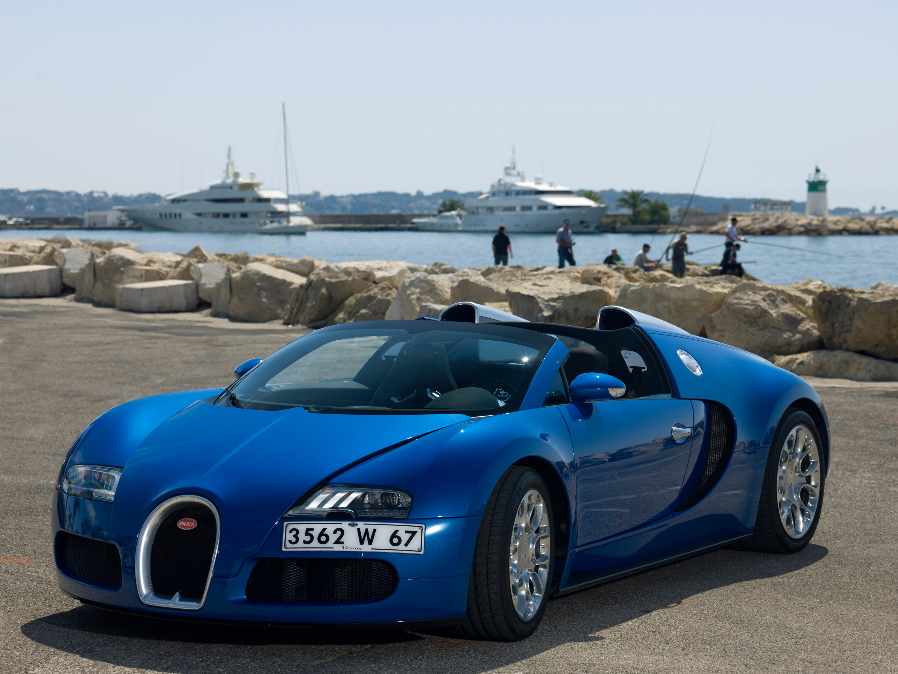 2009-bugatti-veyron-16-4-grand-sport-cannes-03 Remarkable Bugatti Veyron Grand Sport Vitesse Black and Blue Cars Trend