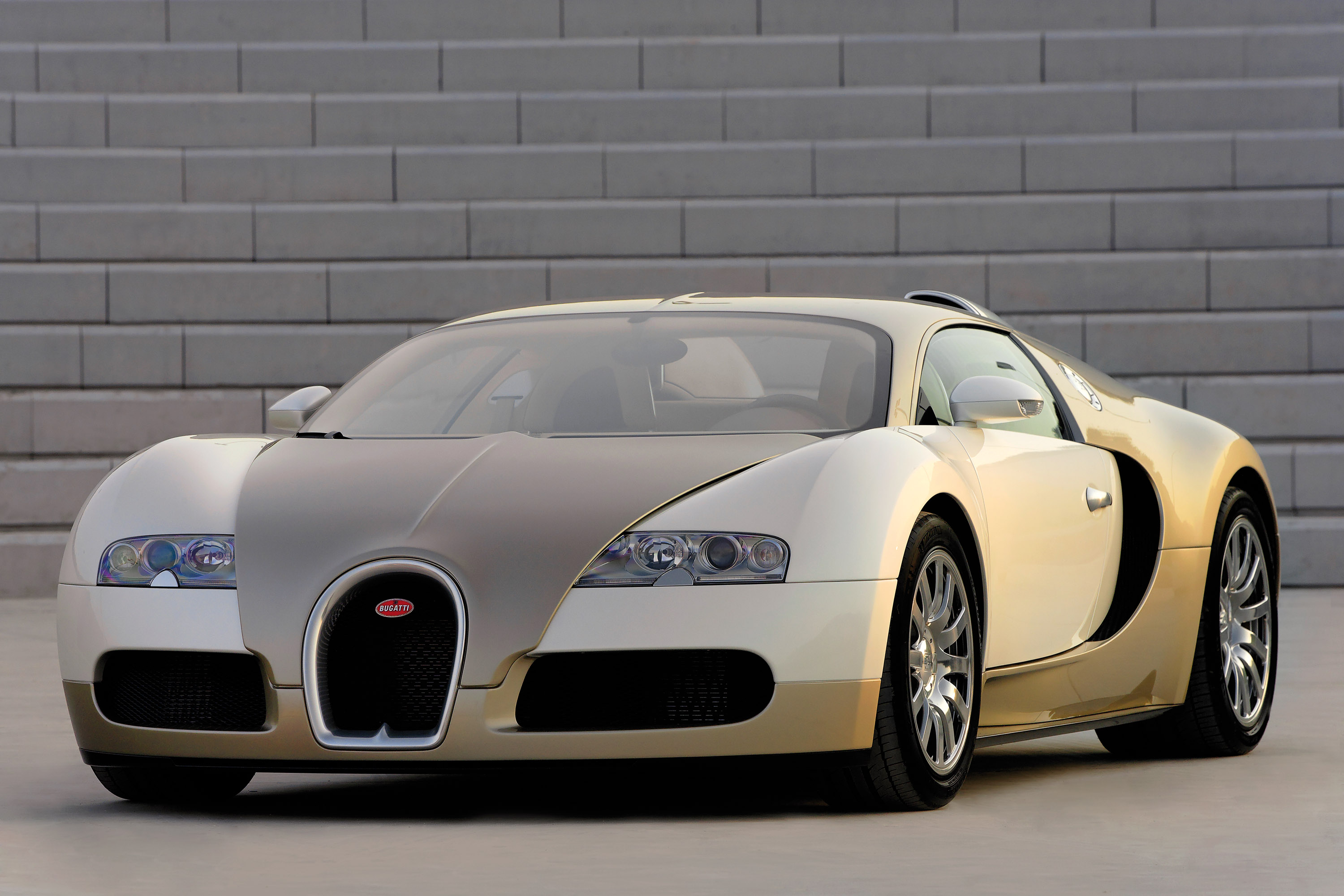 Bugatti Veyron Gold Colored Picture 16084