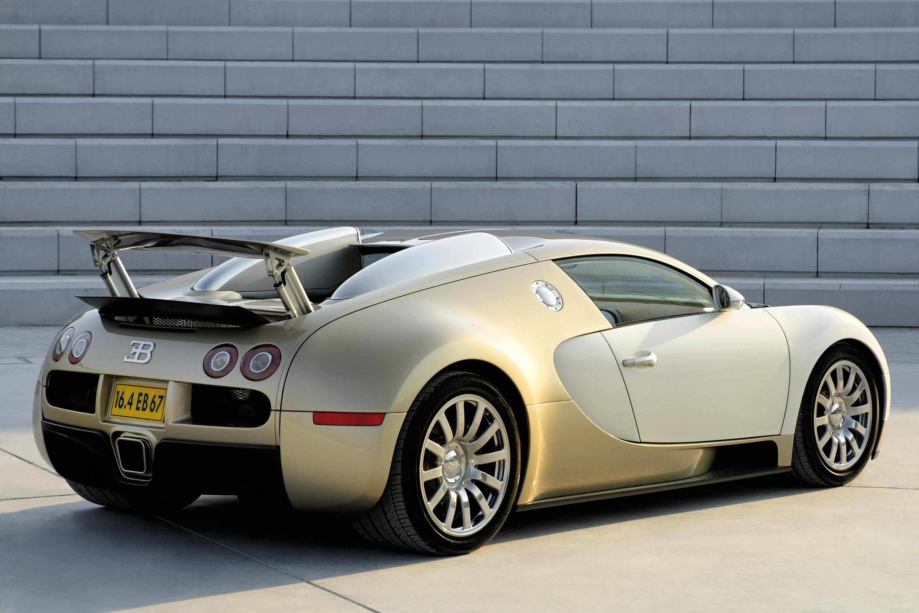 Bugatti Veyron Gold Colored Picture 16082