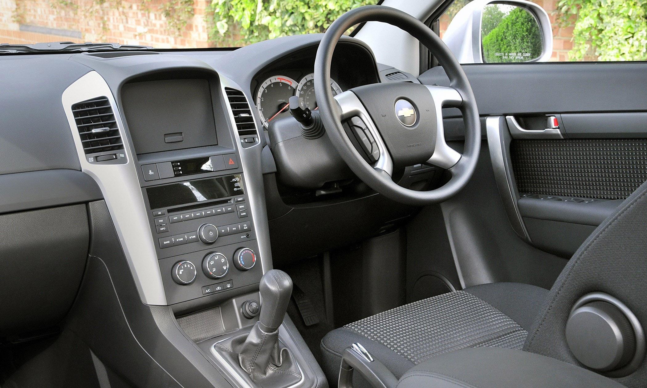 captiva style now even better value rh automobilesreview com Chevrolet Captiva Interior 2017 Chevrolet Captiva